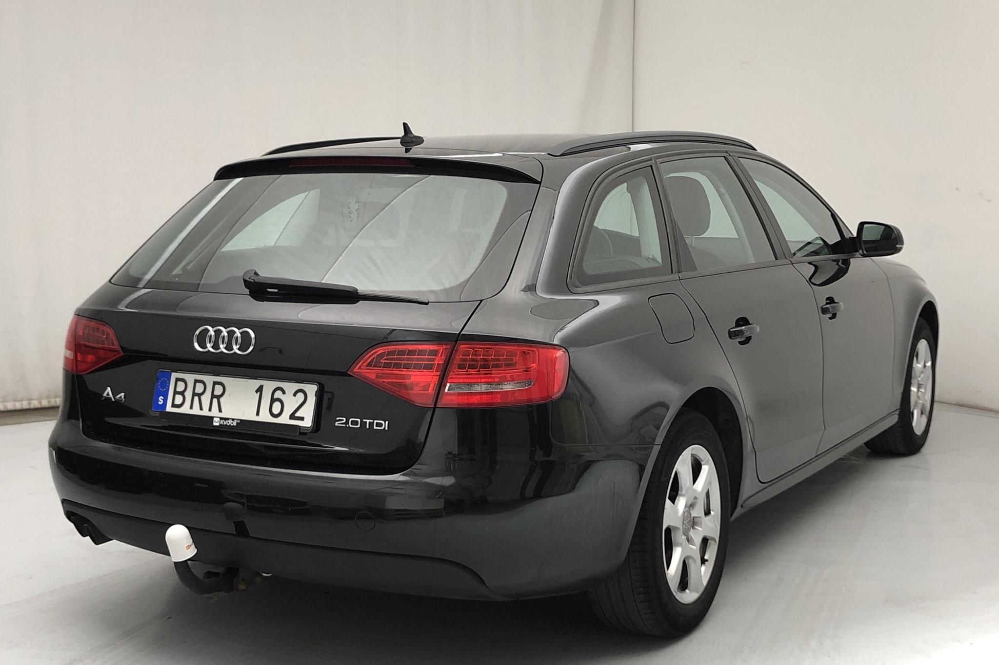 Audi A4 2.0 TDI Avant (143hk) - 19 051 mil - Manuell - svart - 2010