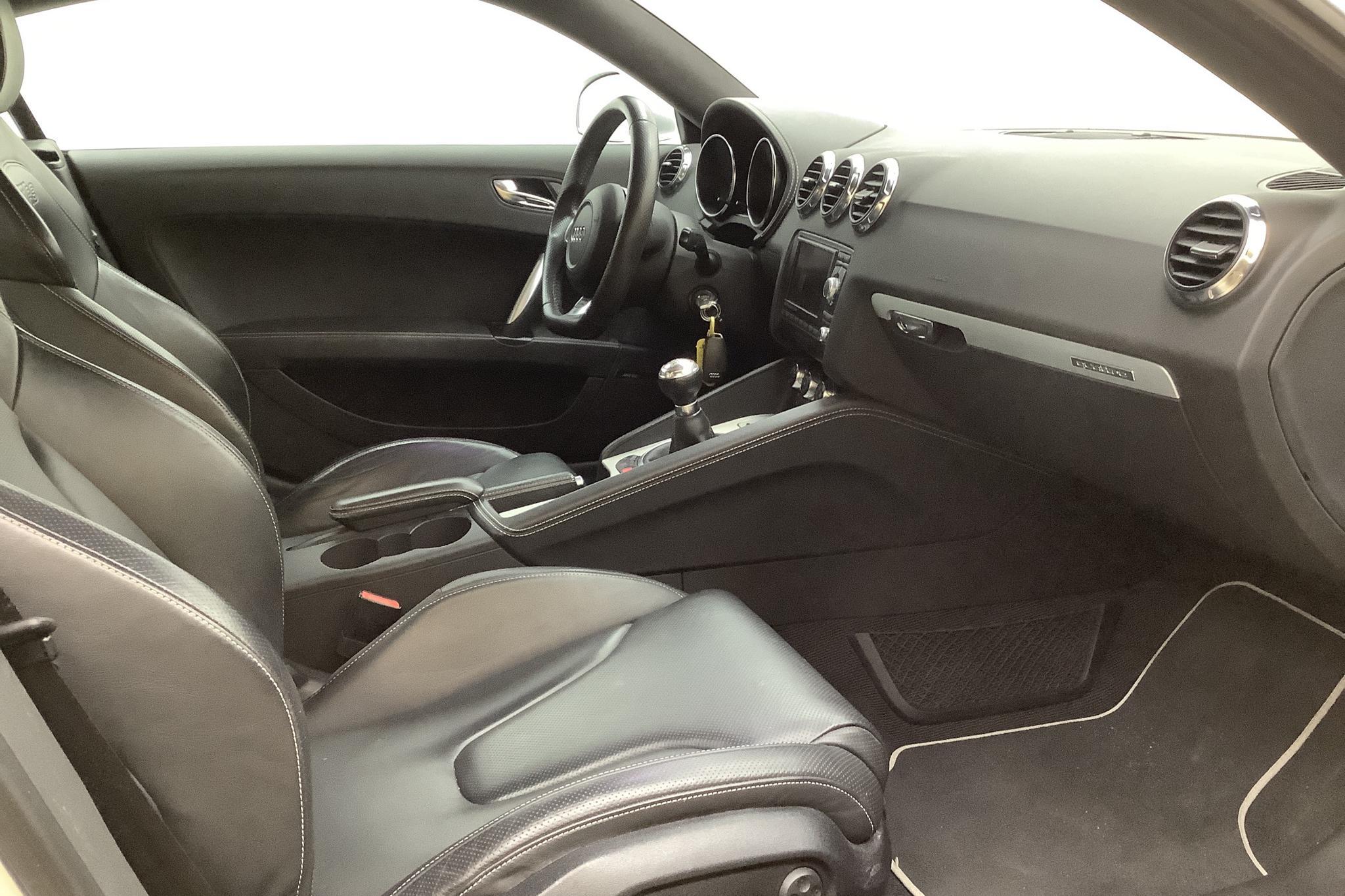Audi TT RS 2.5 TFSI Coupé  (340hk) - 19 636 mil - Manuell - vit - 2010