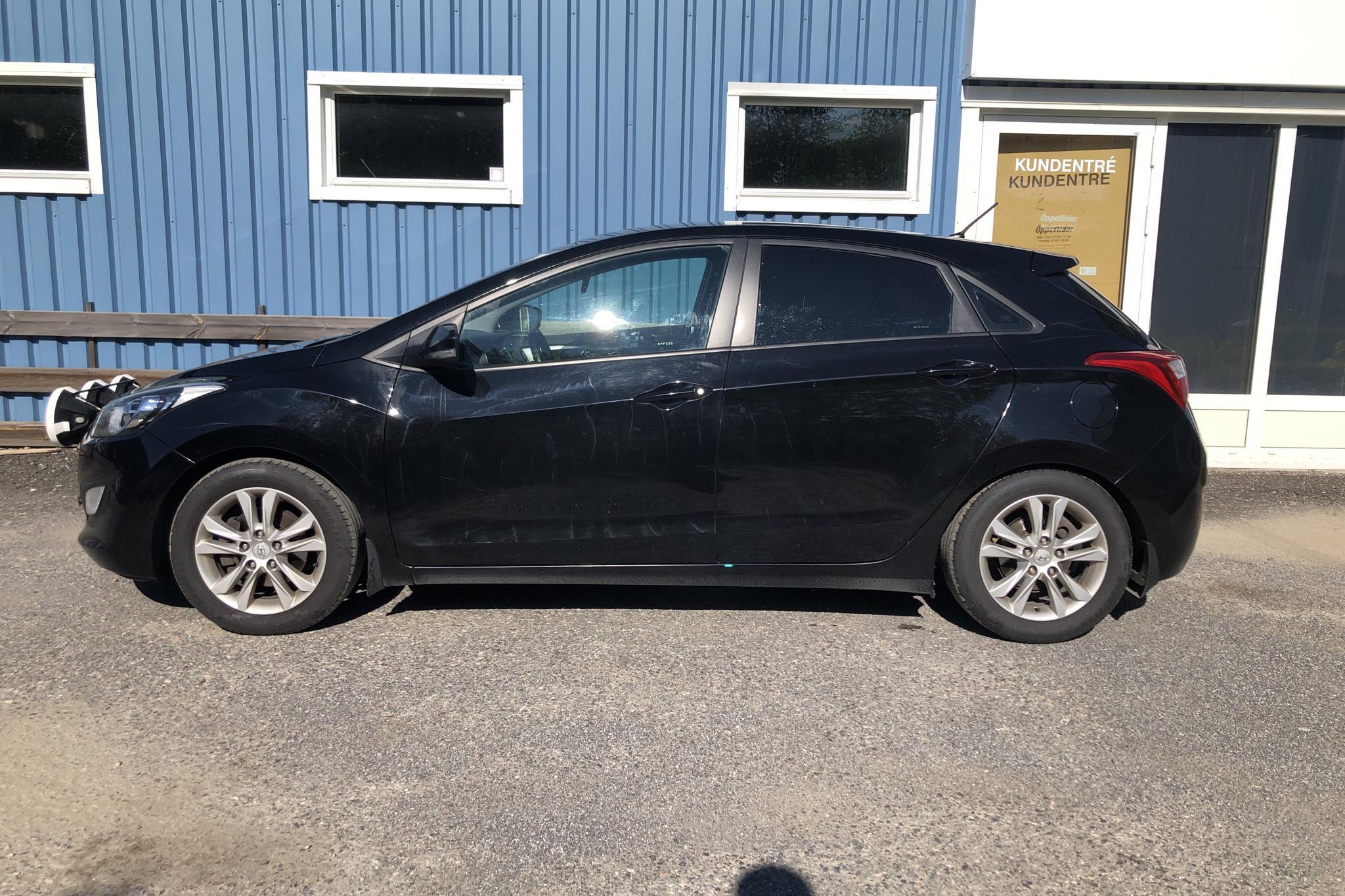 Hyundai i30 1.6 CRDi 5dr (110hk) - 15 019 mil - Manuell - svart - 2013