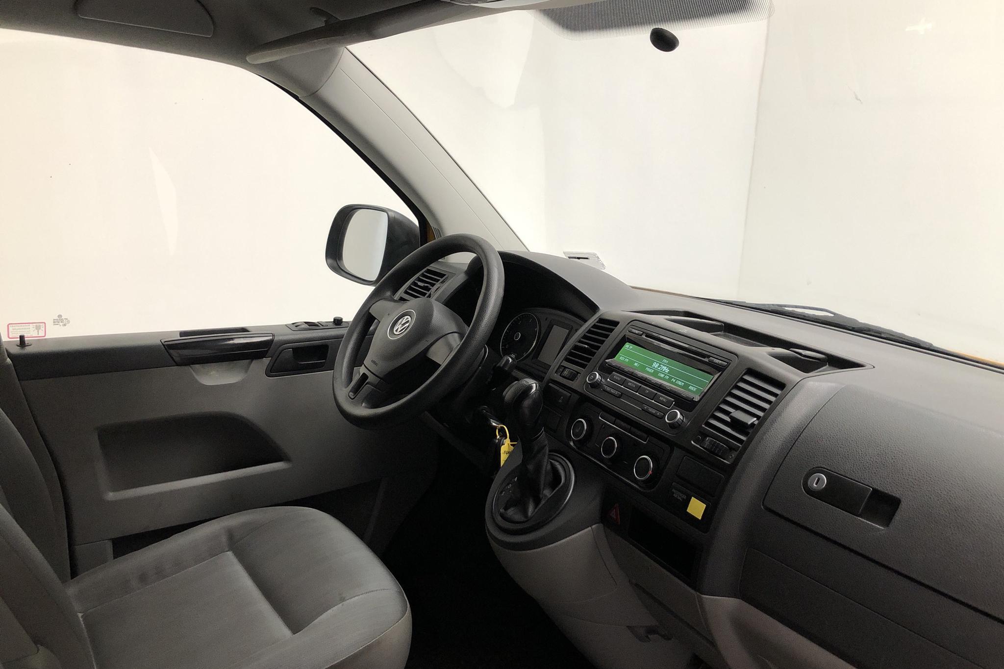 VW Transporter T5 2.0 TDI (140hk) - 26 700 km - Automatic - yellow - 2013