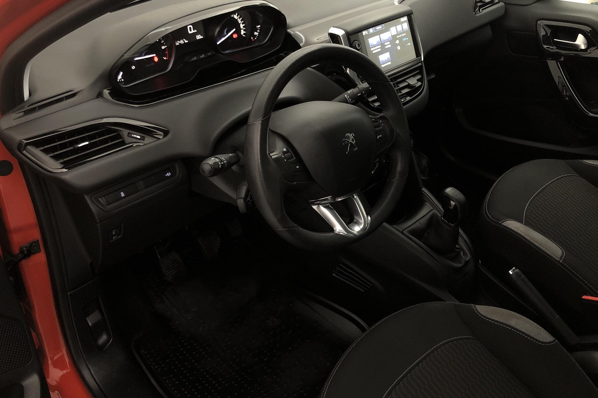Peugeot 208 PureTech 5dr (82hk) - 5 246 mil - Manuell - 2016