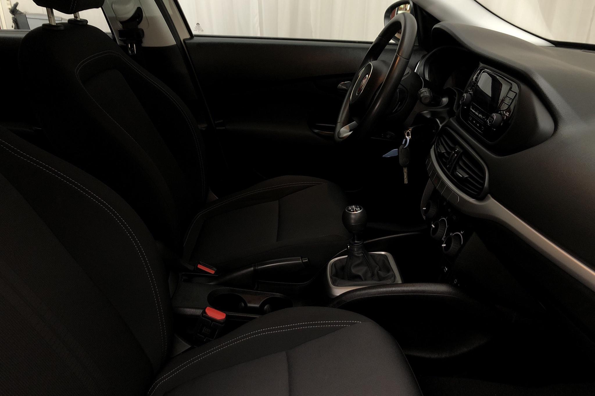 Fiat Tipo 1.4 5dr (95hk) - 4 009 mil - Manuell - vit - 2018