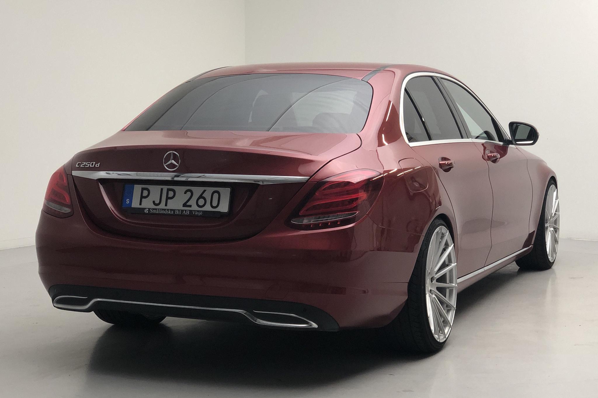 Mercedes C 250 d W205 (204hk) - 8 972 mil - Automat - röd - 2017