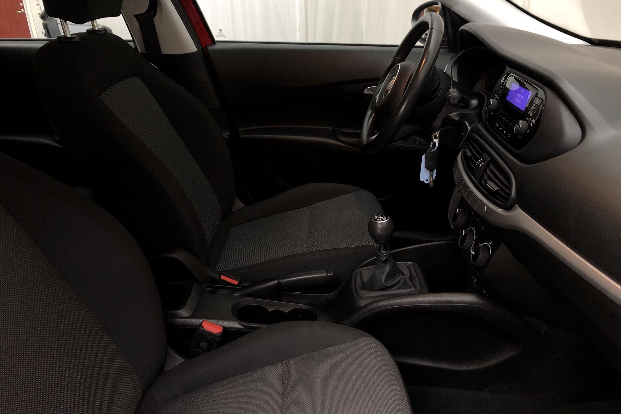 Fiat Tipo 1.4 Kombi (95hk) - 4 912 mil - Manuell - röd - 2019