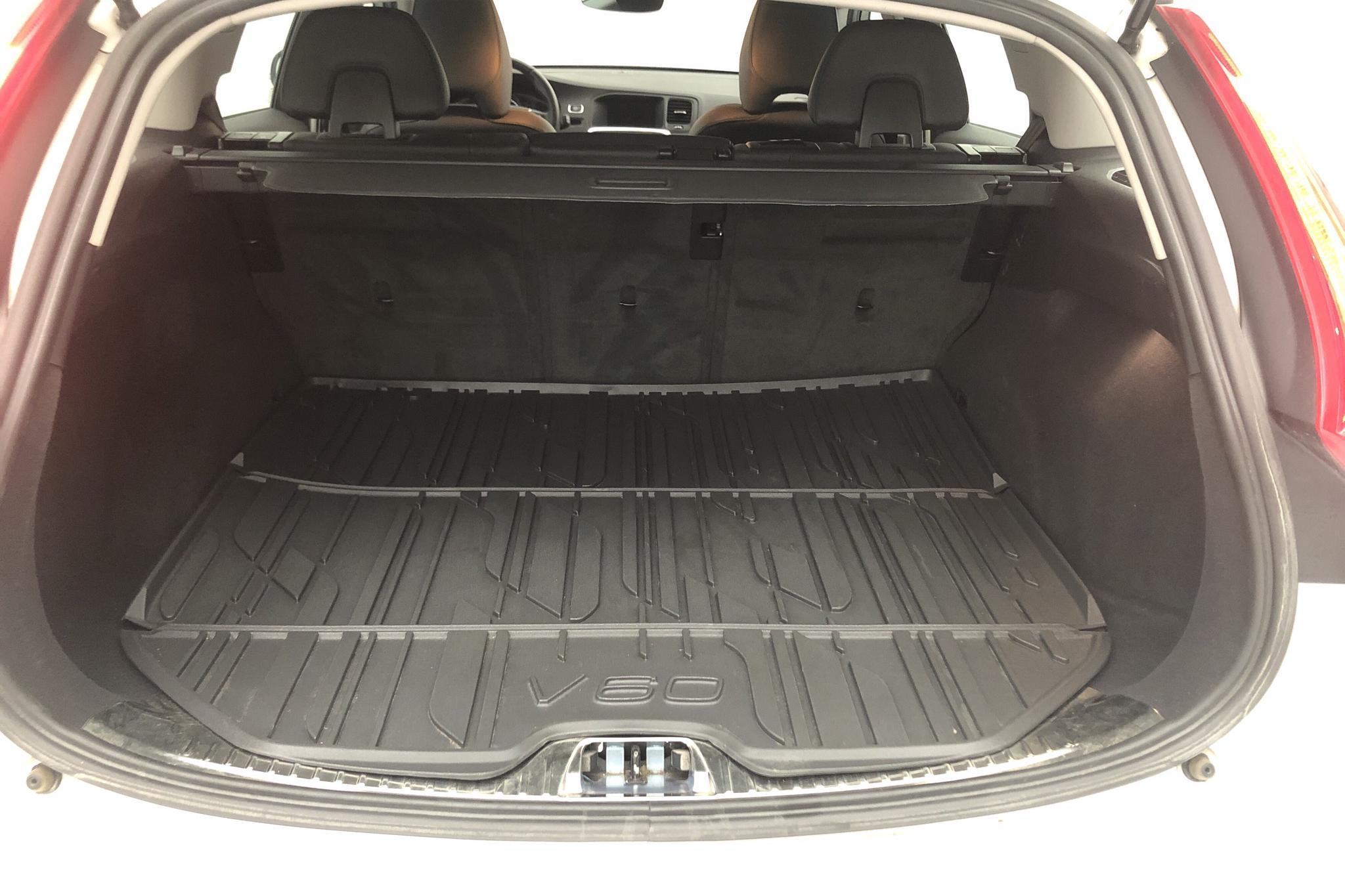 Volvo V60 D4 (190hk) - 6 576 mil - Automat - vit - 2017