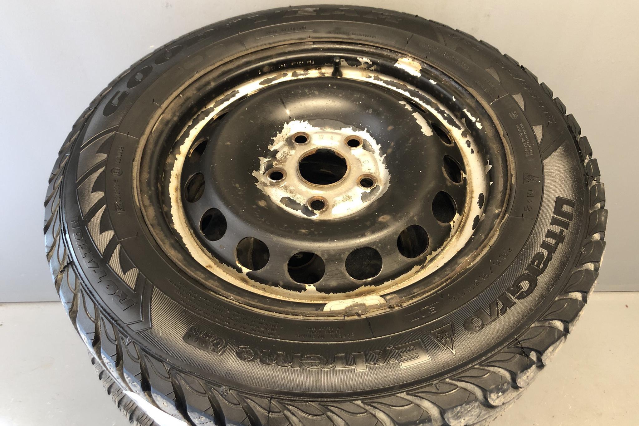 VW Caddy 1.6 TDI Skåp (102hk) - 8 888 mil - Manuell - svart - 2012
