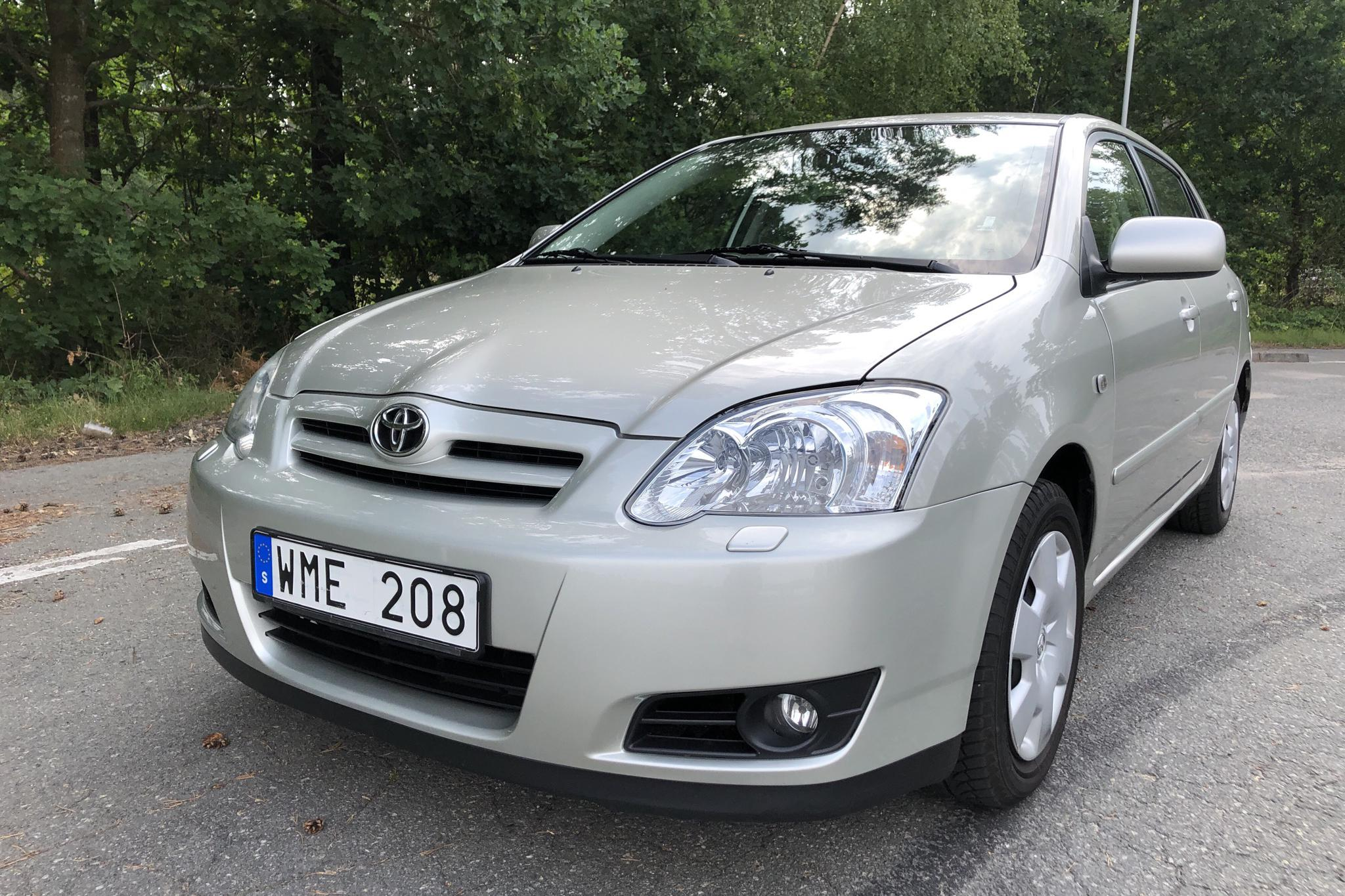 Toyota Corolla 1.6 5dr (110hk) - 9 691 mil - Manuell - silver - 2005