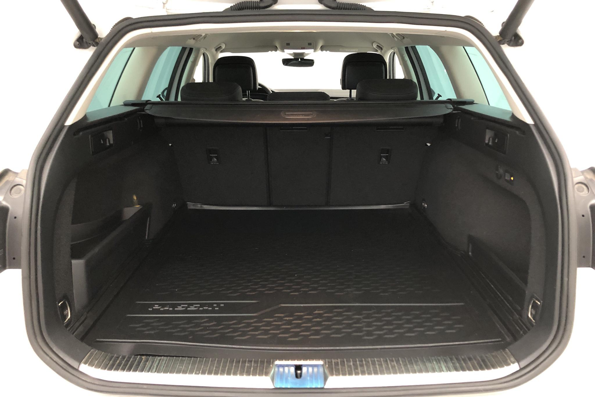VW Passat 1.4 Plug-in-Hybrid Sportscombi (218hk) - 2 421 mil - Automat - vit - 2018