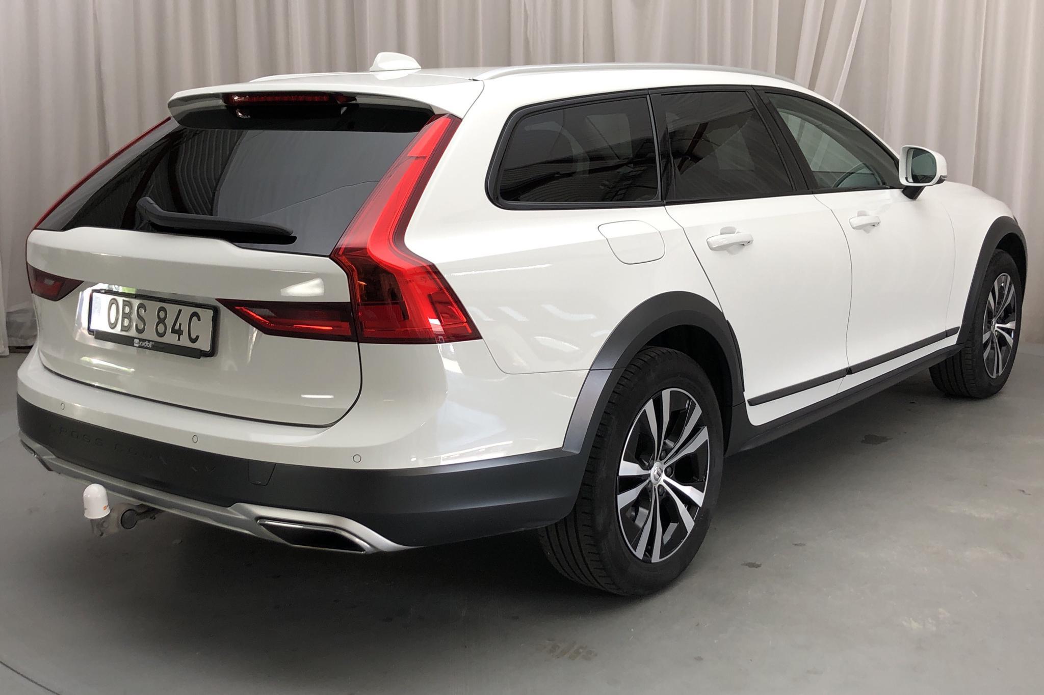 Volvo V90 D4 Cross Country AWD (190hk) - 3 830 mil - Automat - vit - 2020
