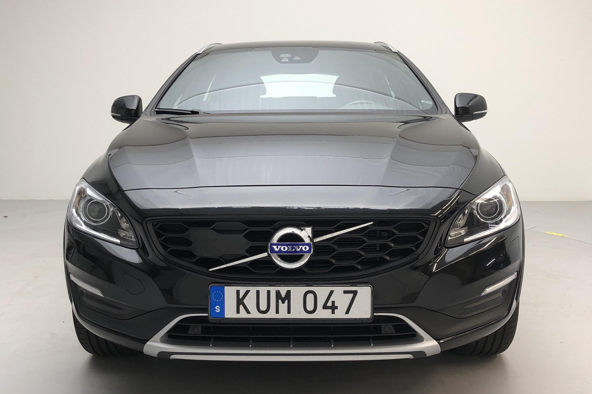Volvo V60 D4 Cross Country (190hk) - 9 084 mil - Automat - svart - 2018