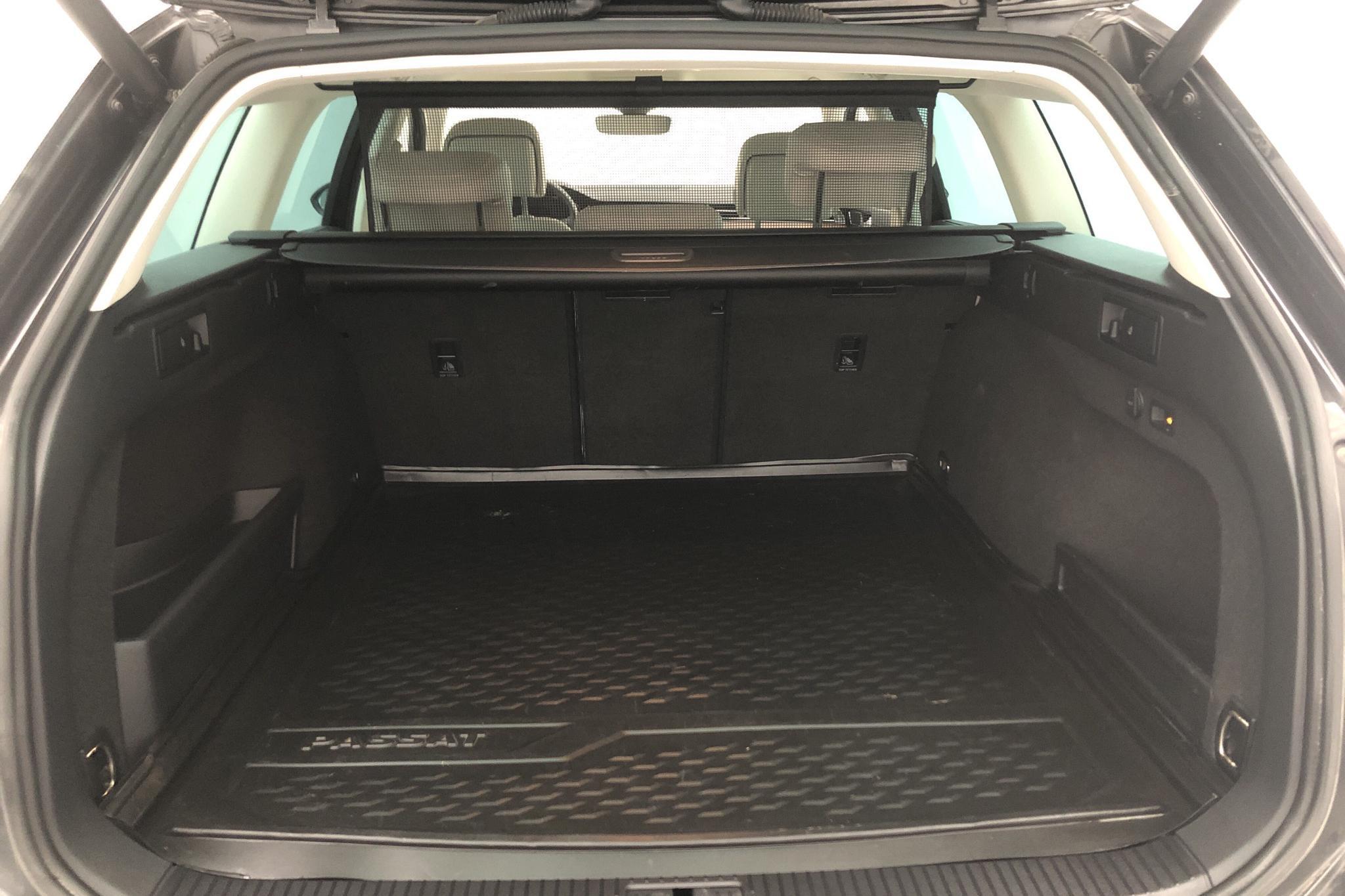 VW Passat 1.4 Plug-in-Hybrid Sportscombi (218hk) - 138 800 km - Automatic - Dark Grey - 2018