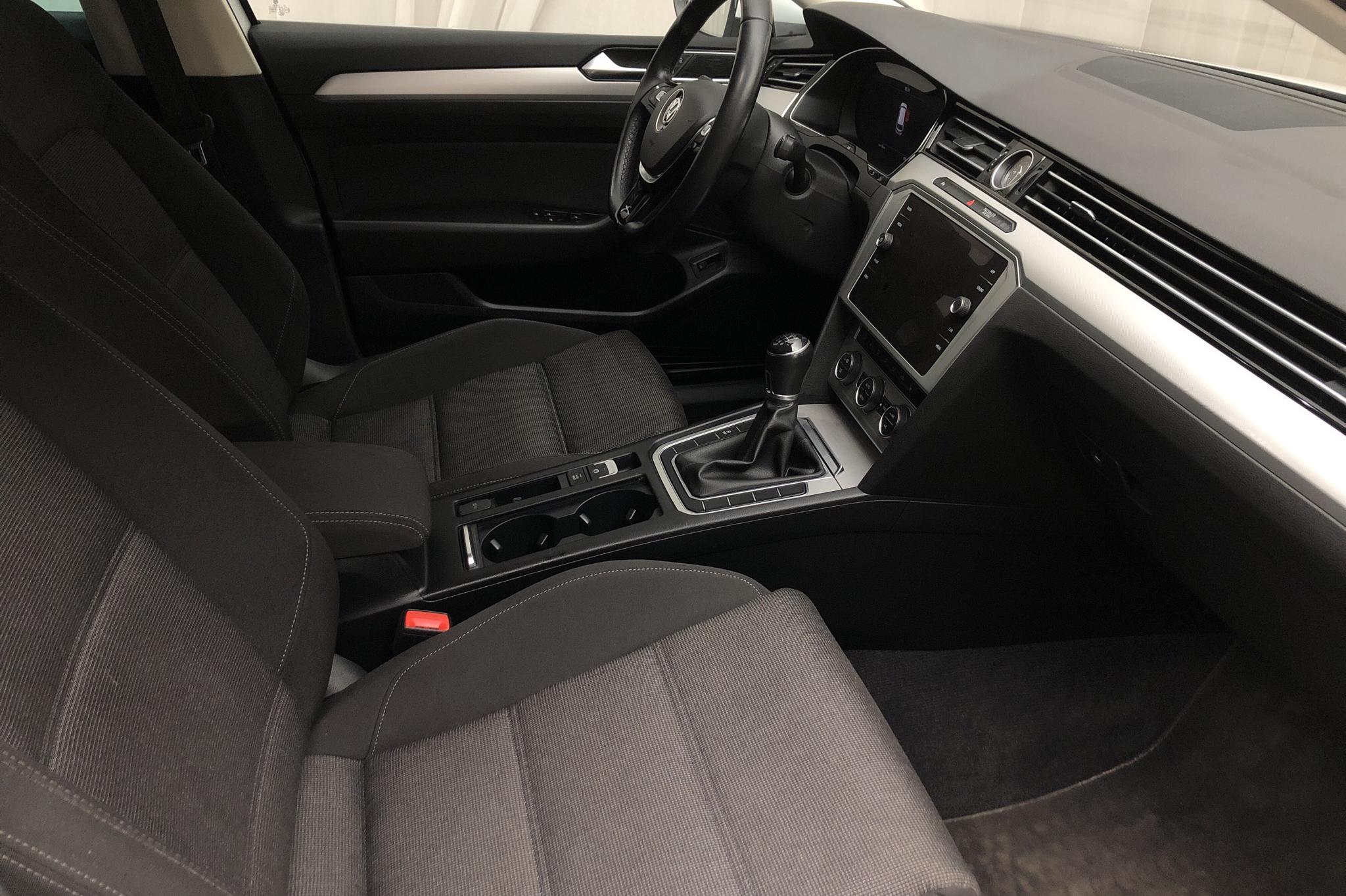 VW Passat 1.4 TSI Sportscombi (150hk) - 8 348 mil - Manuell - vit - 2018