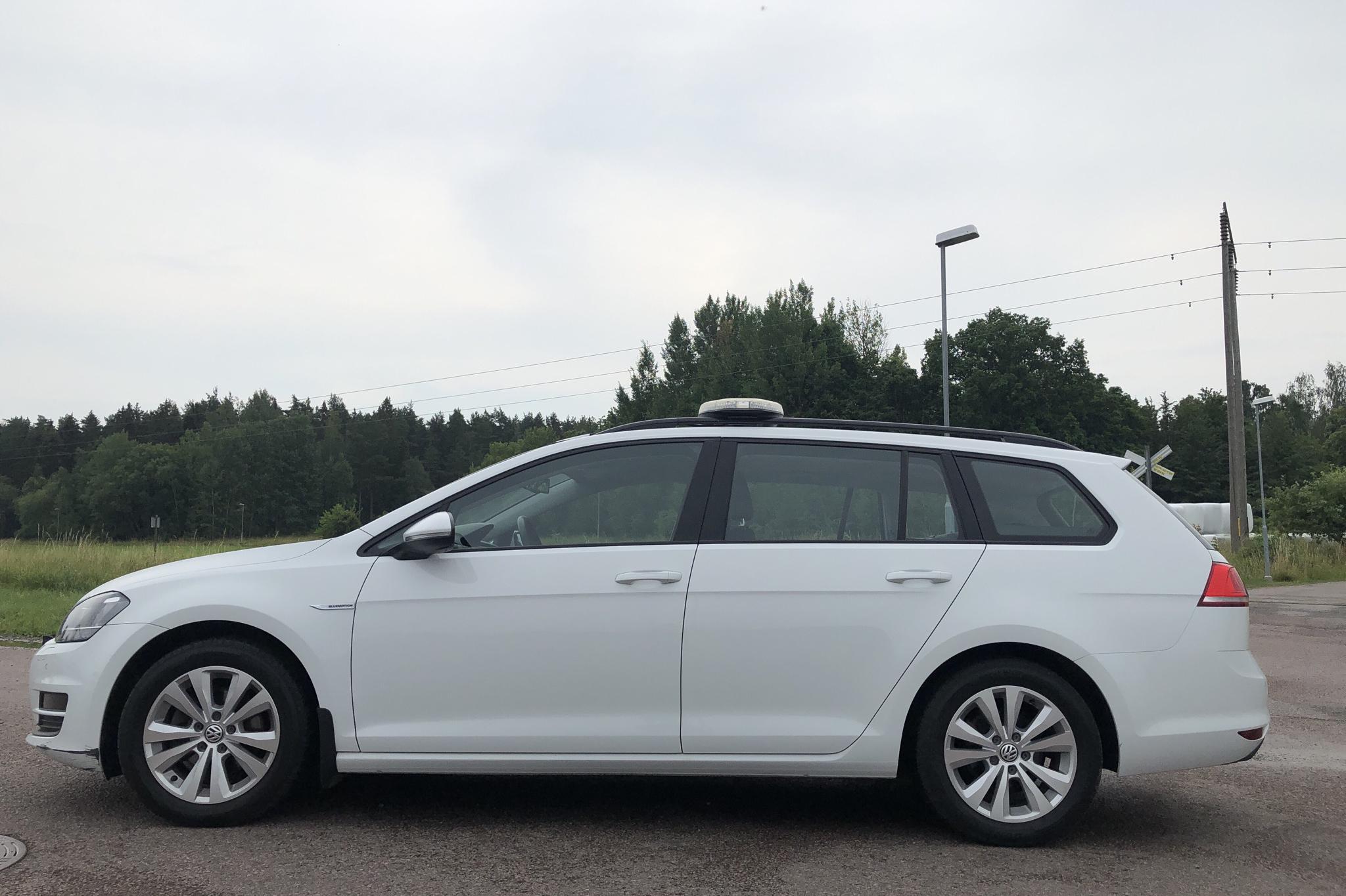 VW Golf VII 1.4 TGI BlueMotion Sportscombi (110hk) - 43 290 km - Automatic - white - 2016