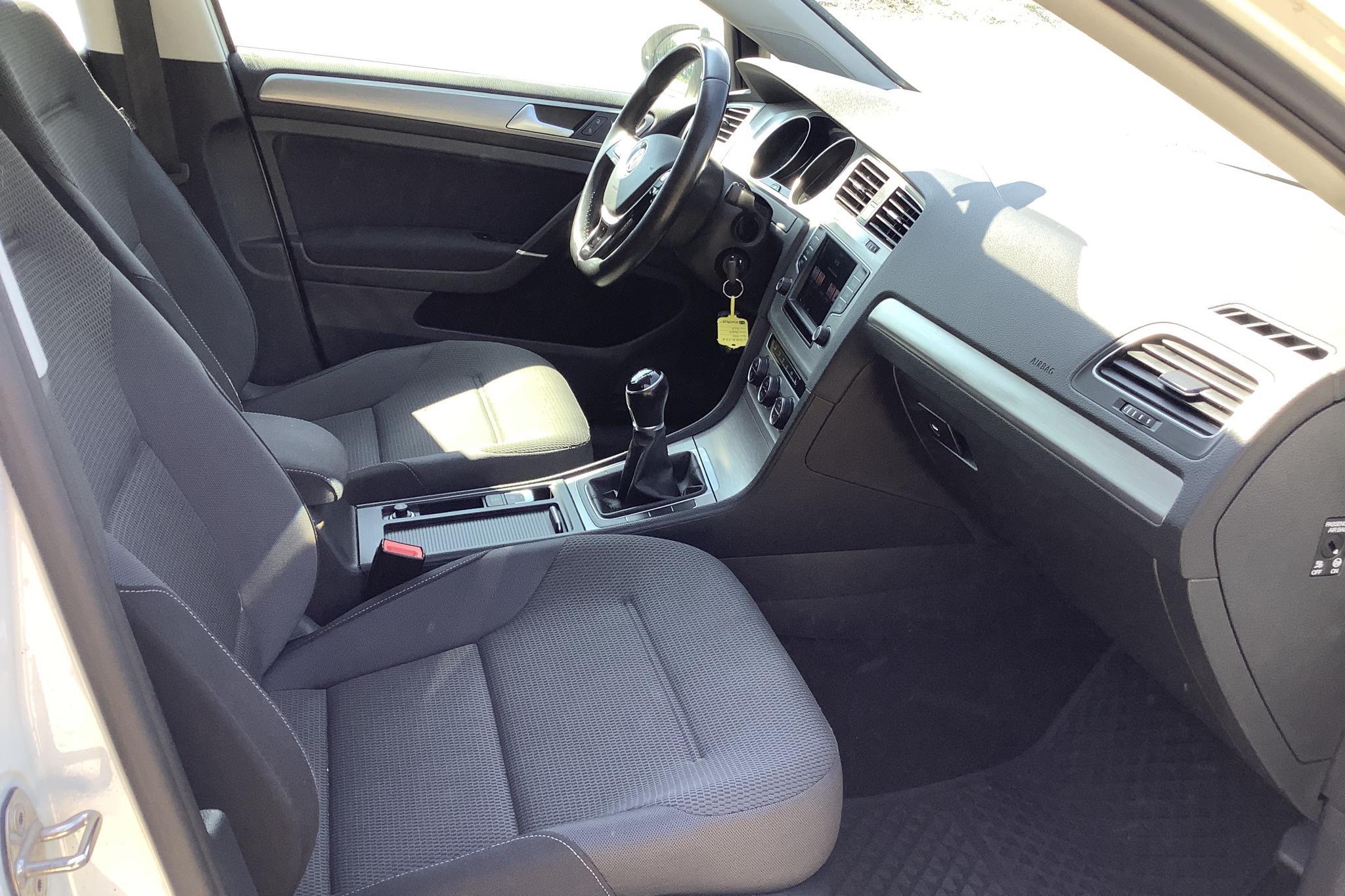 VW Golf VII 1.4 TSI Multifuel Sportscombi (125hk) - 121 400 km - Manual - white - 2016