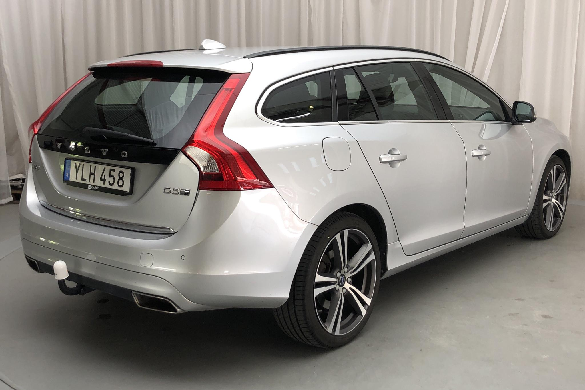 Volvo V60 D5 AWD Twin Engine (163hk) - 92 020 km - Automatic - silver - 2018
