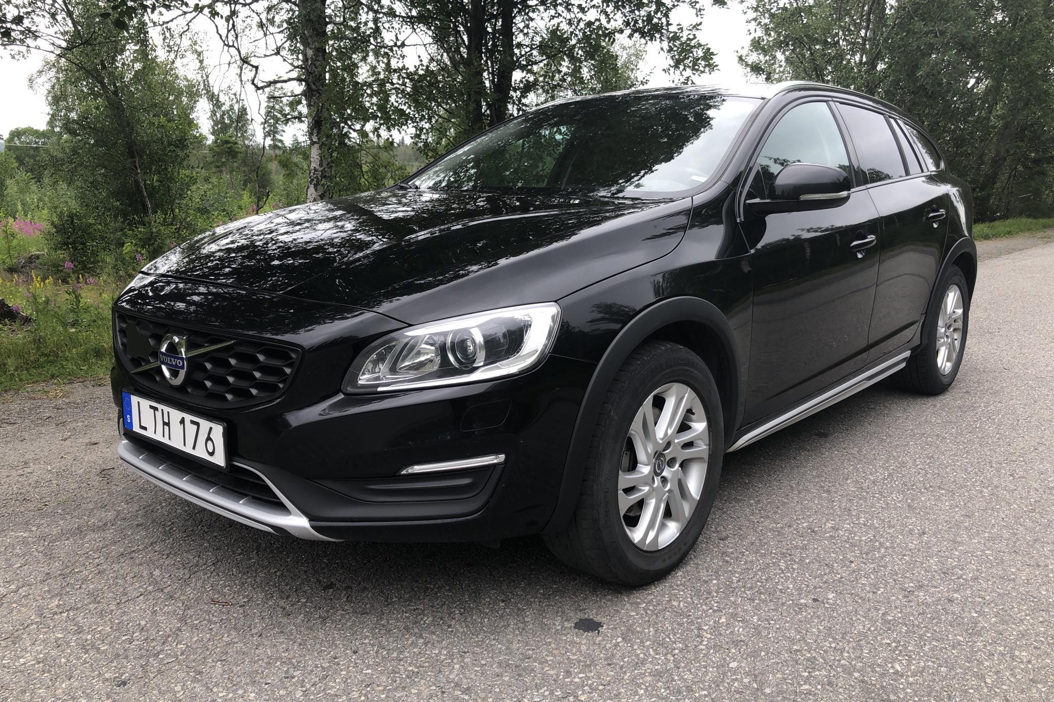 Volvo V60 D4 Cross Country AWD (190hk) - 129 650 km - Automatic - black - 2017
