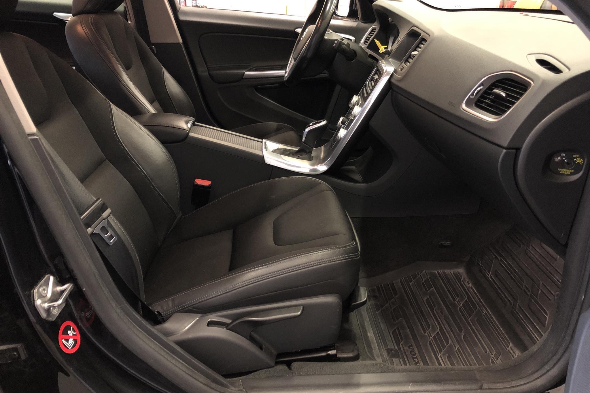Volvo V60 D4 Cross Country AWD (190hk) - 136 140 km - Automatic - black - 2017