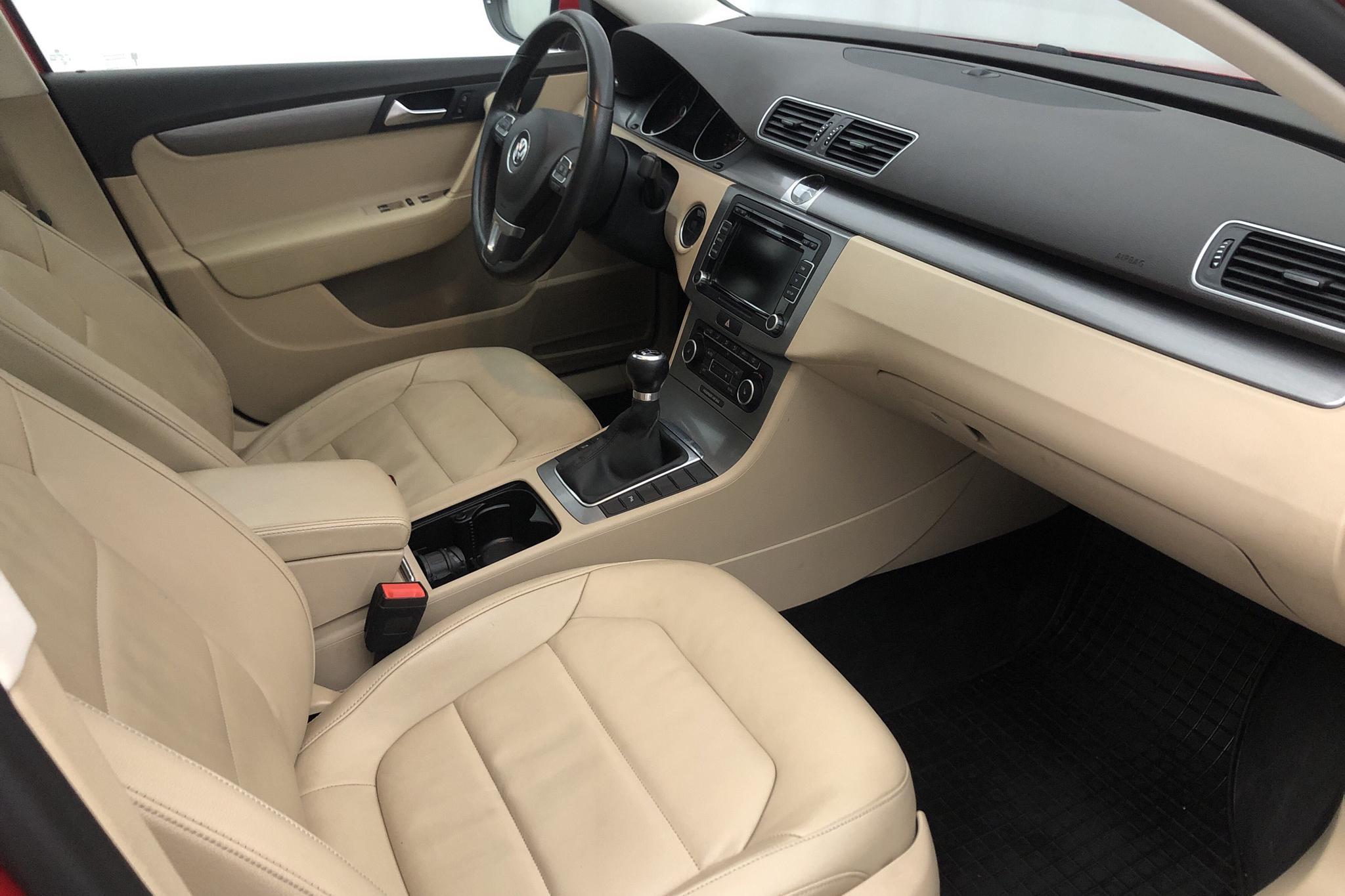 VW Passat 1.4 TSI EcoFuel Variant (150hk) - 174 680 km - Manual - red - 2012