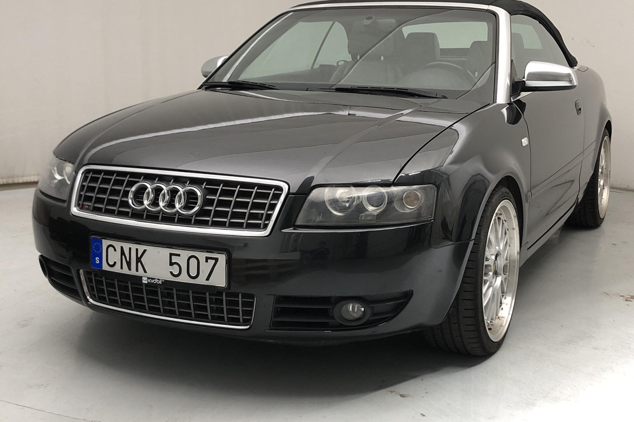 Audi S4 4.2 Cabriolet (344hk) - 14 331 mil - Automat - svart - 2005