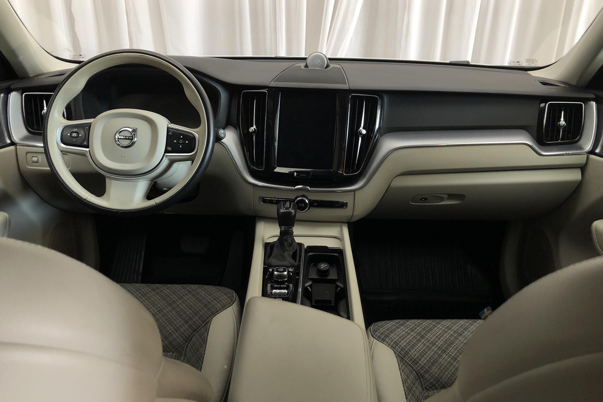 Volvo XC60 T5 AWD (250hk) - 8 343 mil - Automat - vit - 2018