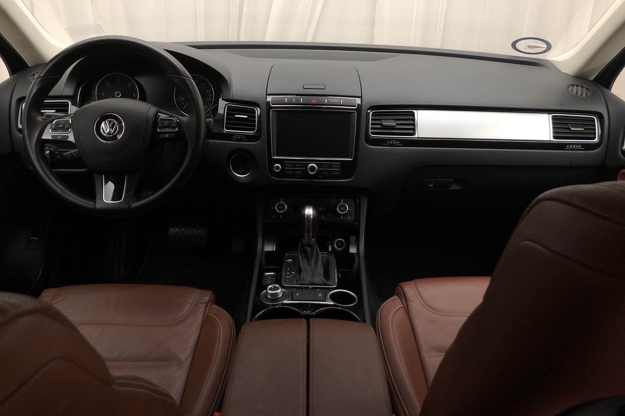 VW Touareg 3.0 TDI BlueMotion Technology (204hk) - 13 787 mil - Automat - vit - 2018