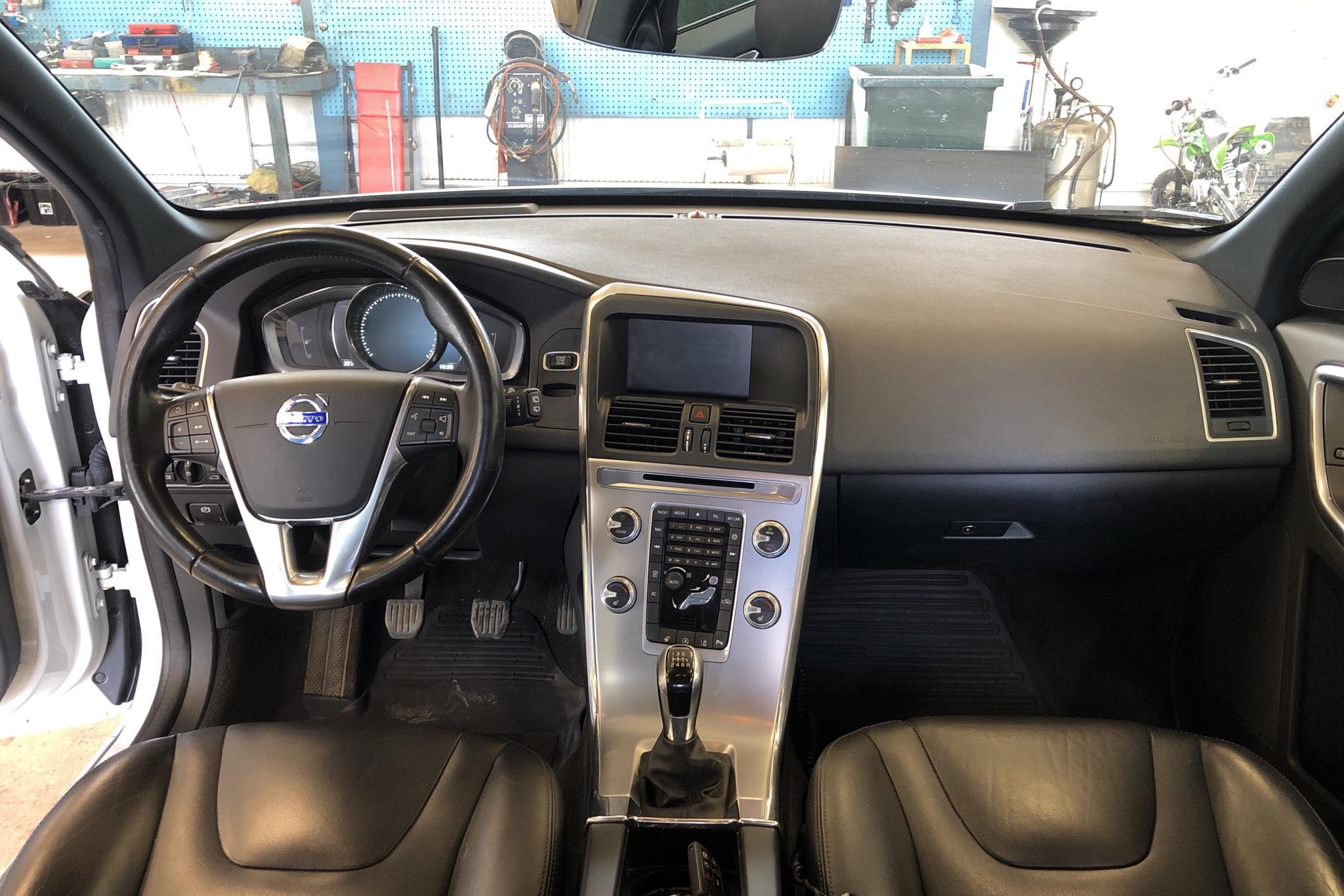 Volvo XC60 D4 2WD (190hk) - 11 795 mil - Manuell - vit - 2017