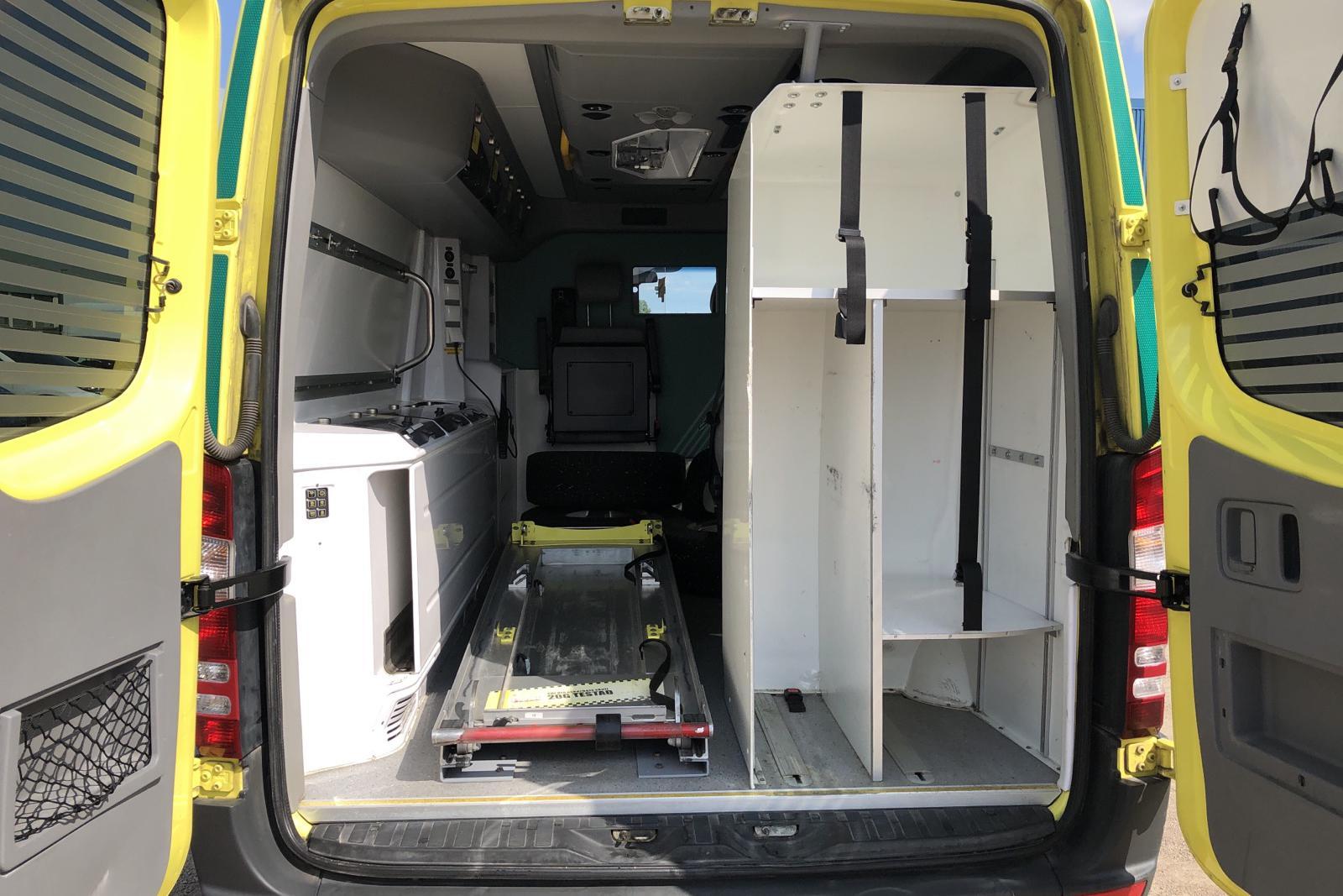 Mercedes Sprinter Ambulans 316 CDI (163hk) - 44 908 mil - Automat - gul - 2014