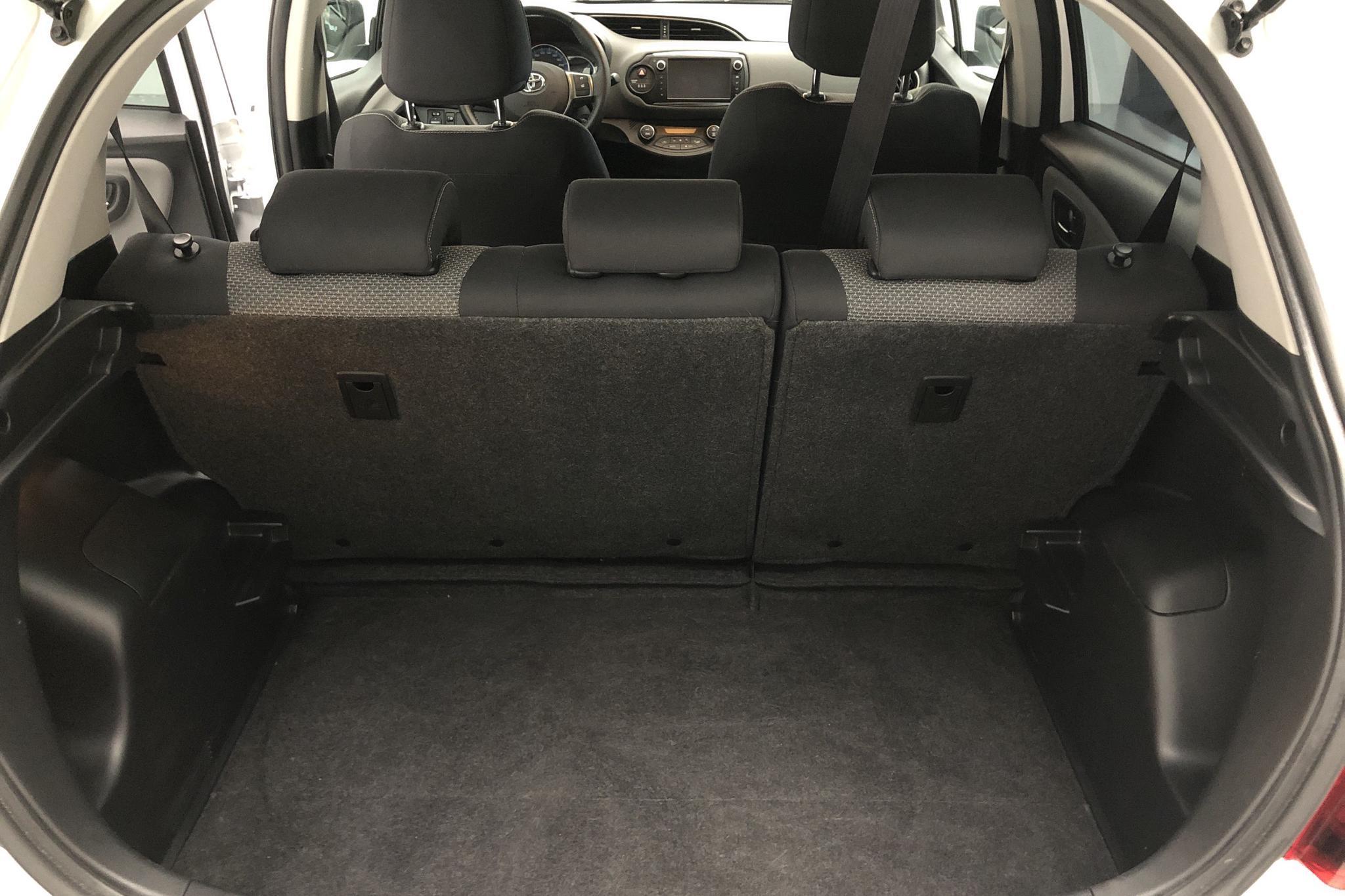 Toyota Yaris 1.5 HSD 5dr (75hk) - 4 874 mil - Automat - vit - 2015