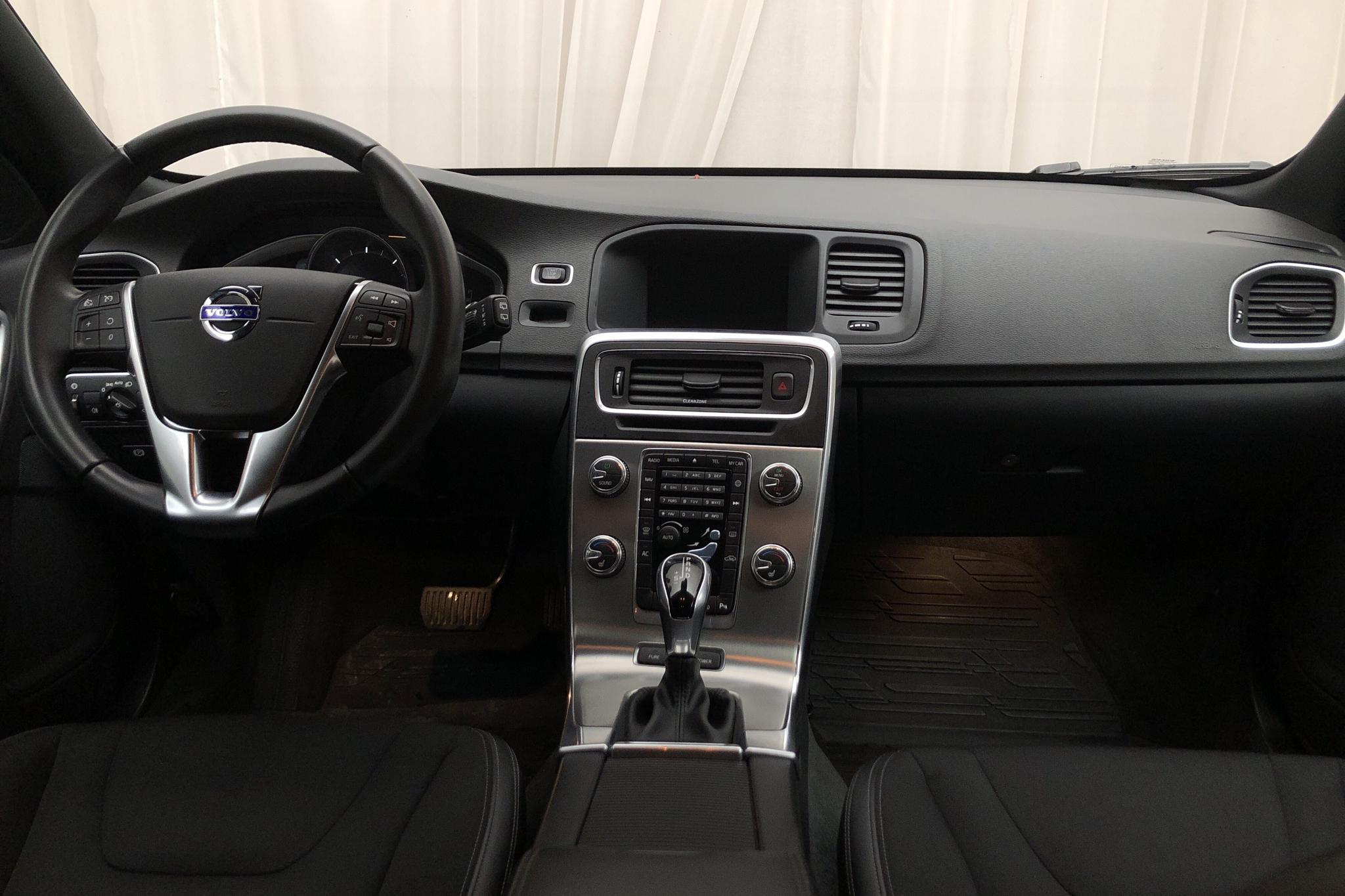 Volvo V60 D5 AWD Twin Engine (163hk) - 5 964 mil - Automat - vit - 2018