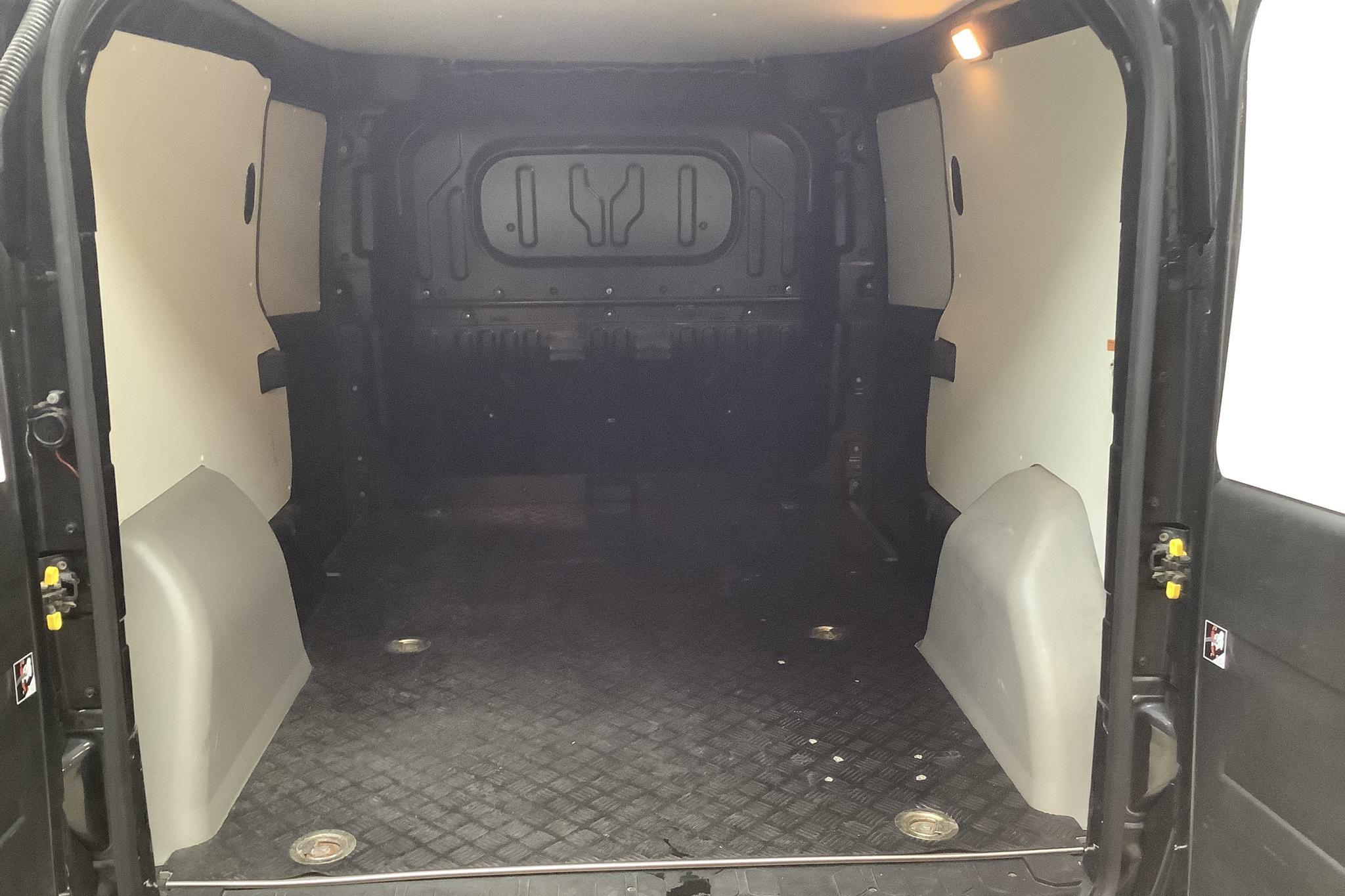 Fiat Doblo Cargo 1.4 CNG (95hk) - 4 195 mil - Manuell - svart - 2014