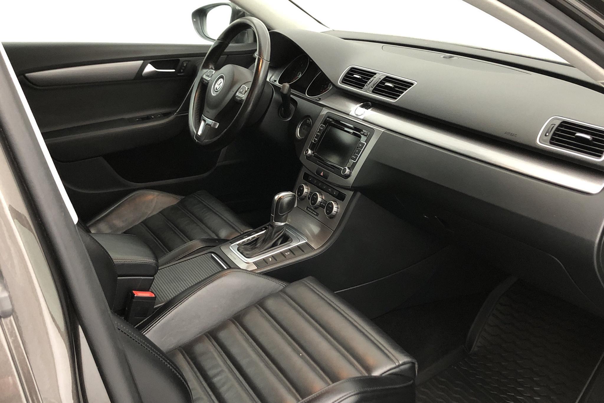 VW Passat 2.0 TDI BlueMotion Technology Variant 4Motion (177hk) - 15 655 mil - Automat - Dark Brown - 2015
