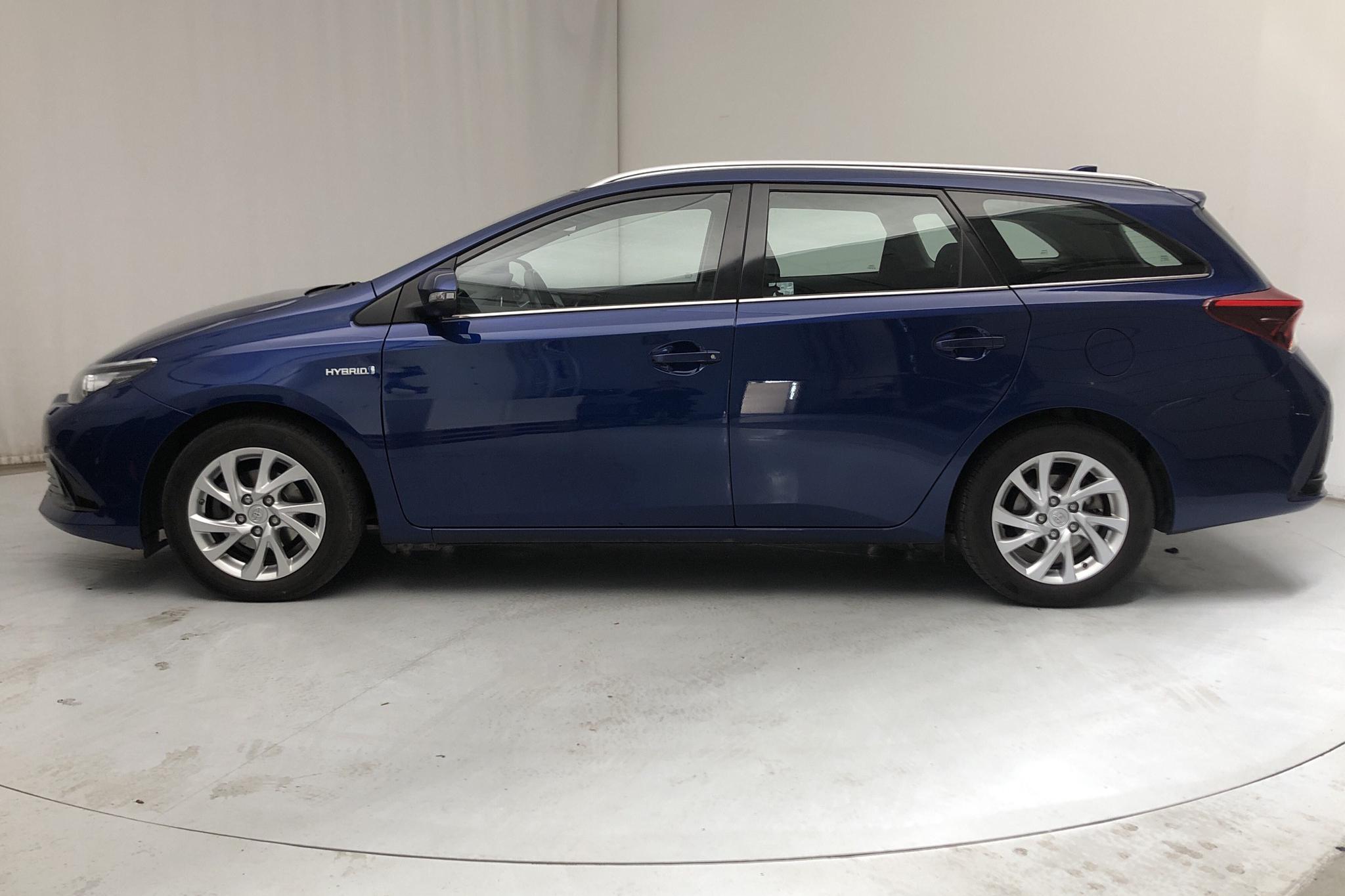 Toyota Auris 1.8 HSD Touring Sports (99hk) - 7 446 mil - Automat - Dark Blue - 2017