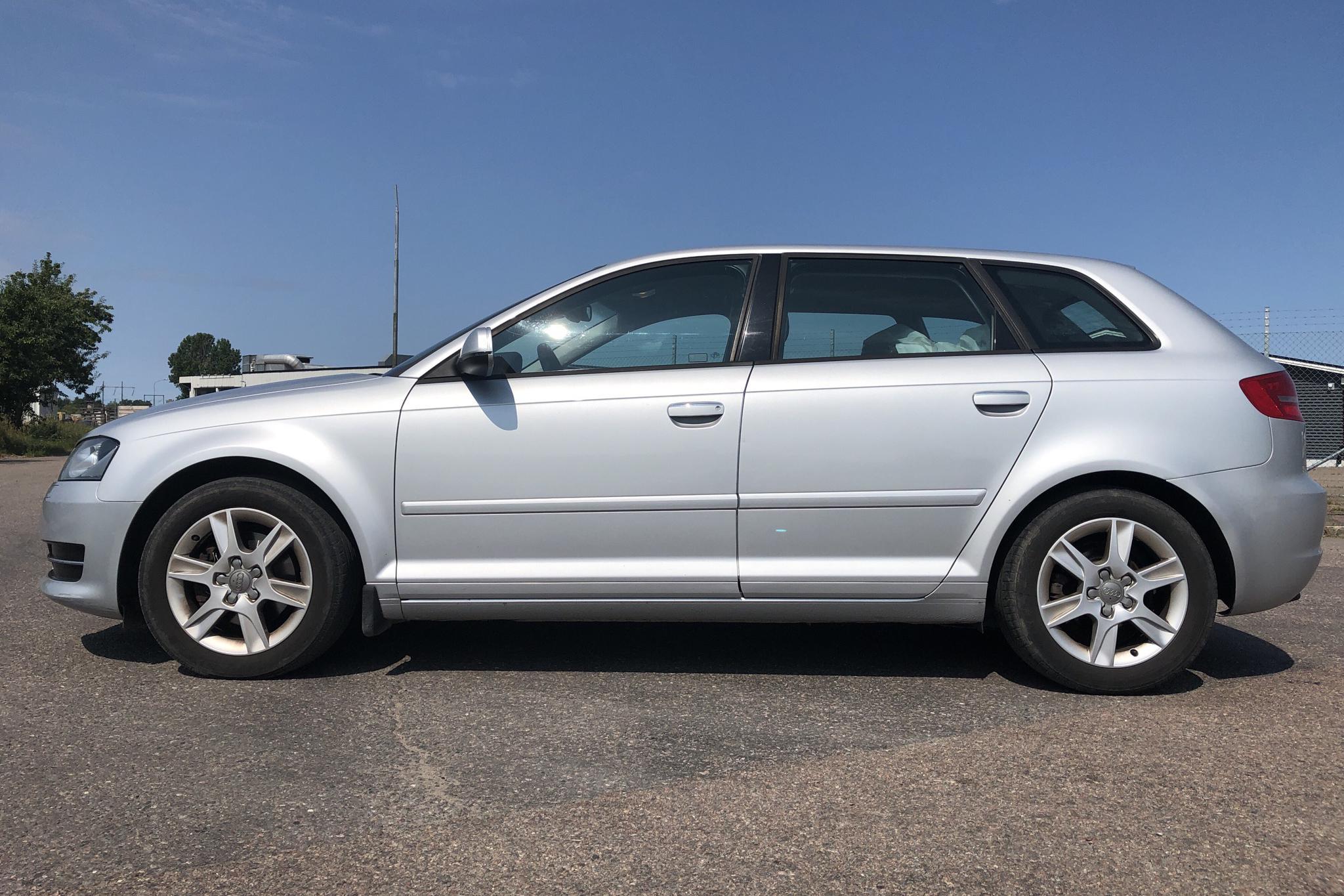 Audi A3 2.0 TDI Sportback (140hk) - 199 180 km - Manual - silver - 2013