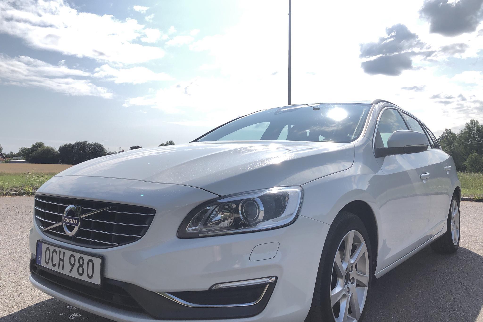 Volvo V60 D4 (163hk) - 13 763 mil - Manuell - vit - 2014