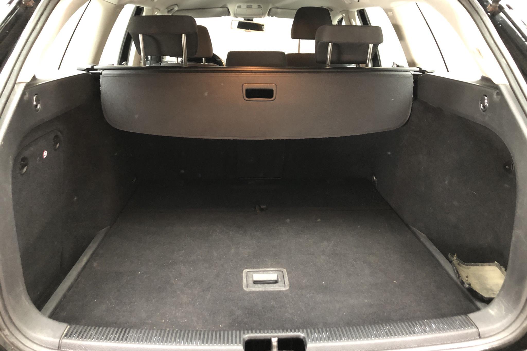 VW Golf VI 1.6 TDI Variant (105hk) - 20 415 mil - Manuell - svart - 2012