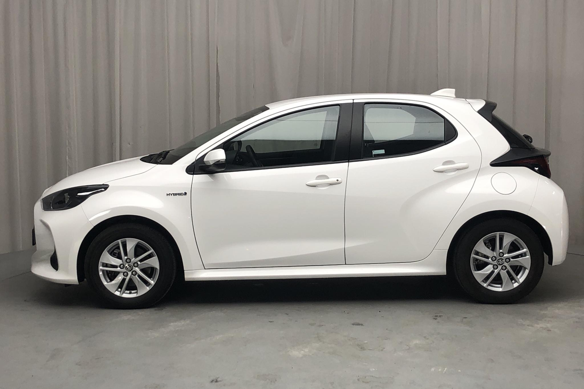 Toyota Yaris 1.5 Hybrid - 3 970 km - Automatic - white - 2021