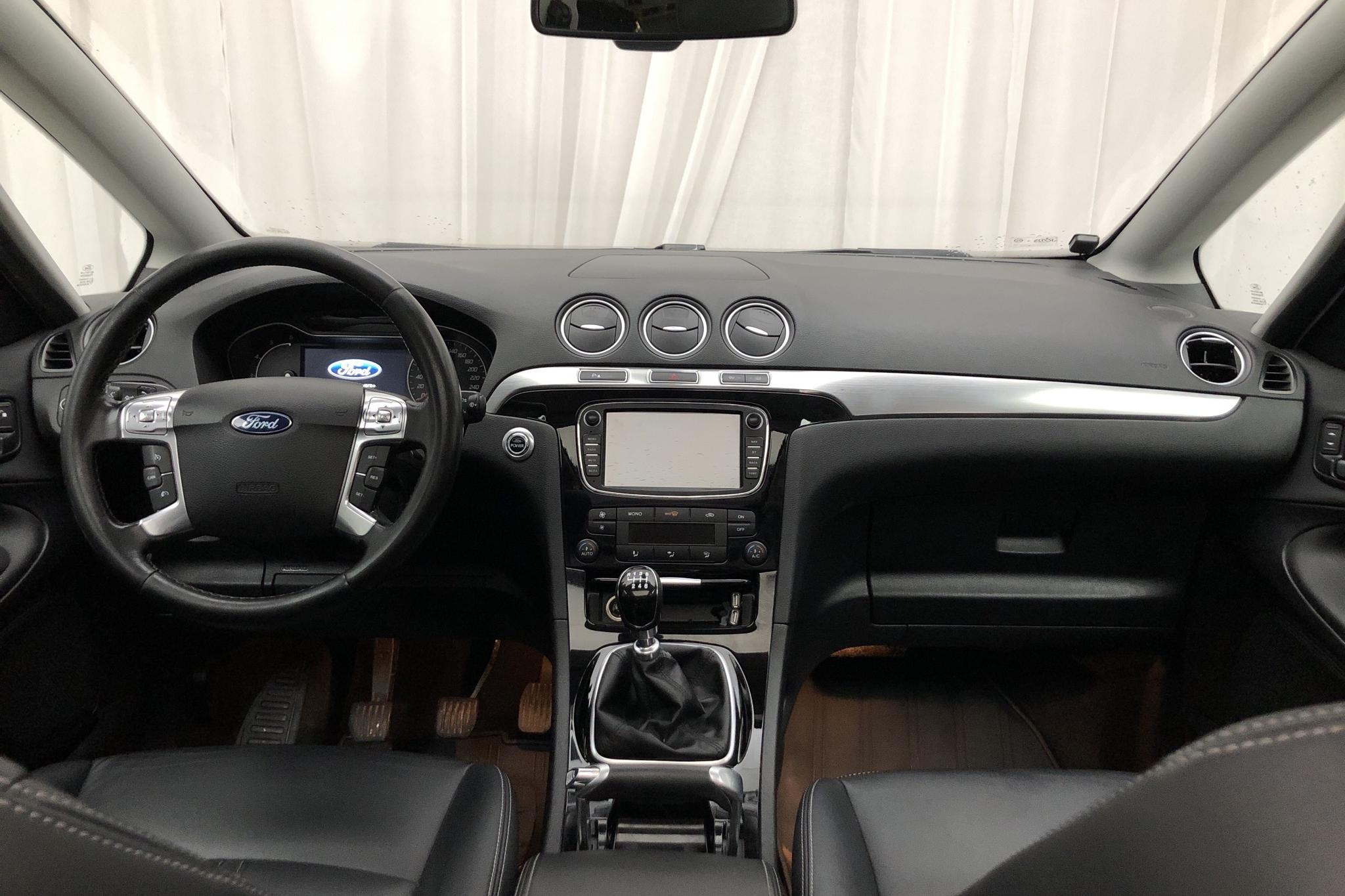 Ford S-MAX 2.0 Duratorq TDCi (140hk) - 225 240 km - Manual - white - 2012