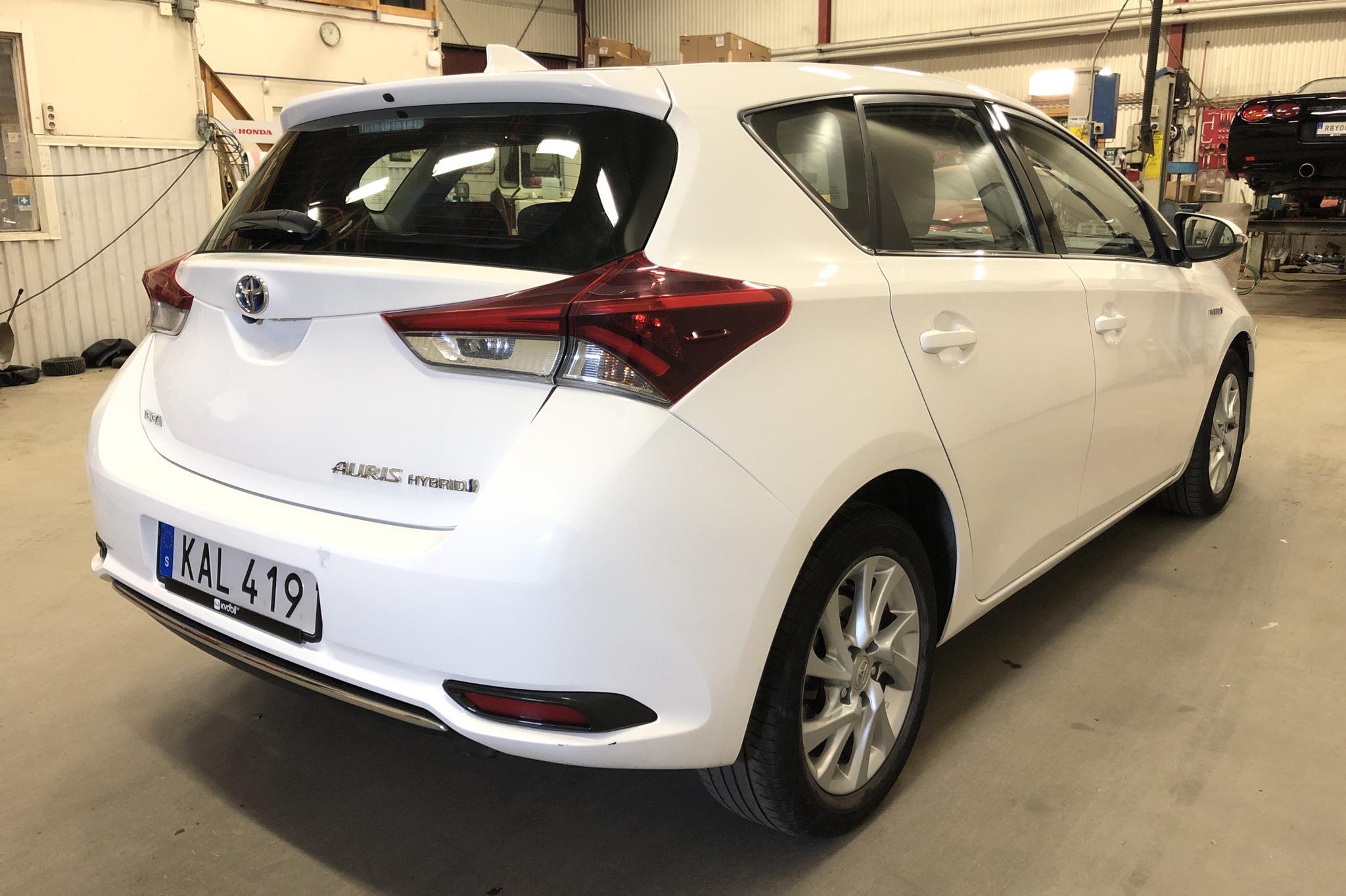 Toyota Auris 1.8 HSD 5dr (99hk) - 46 910 km - Automatic - white - 2016