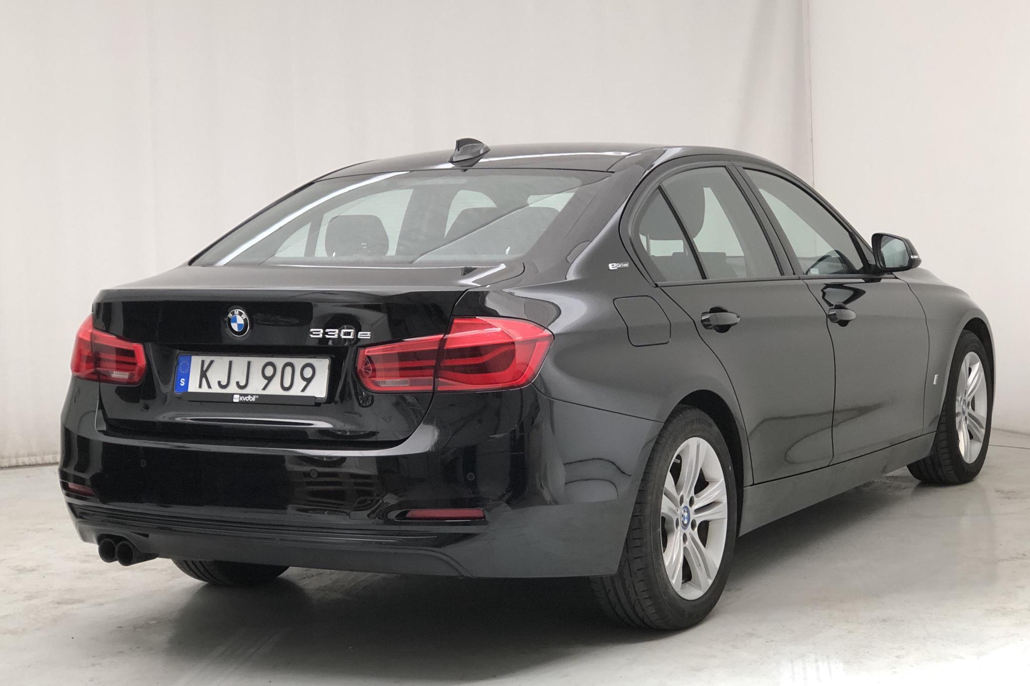 BMW 330e Sedan, F30 (252hk) - 4 783 mil - Automat - svart - 2018