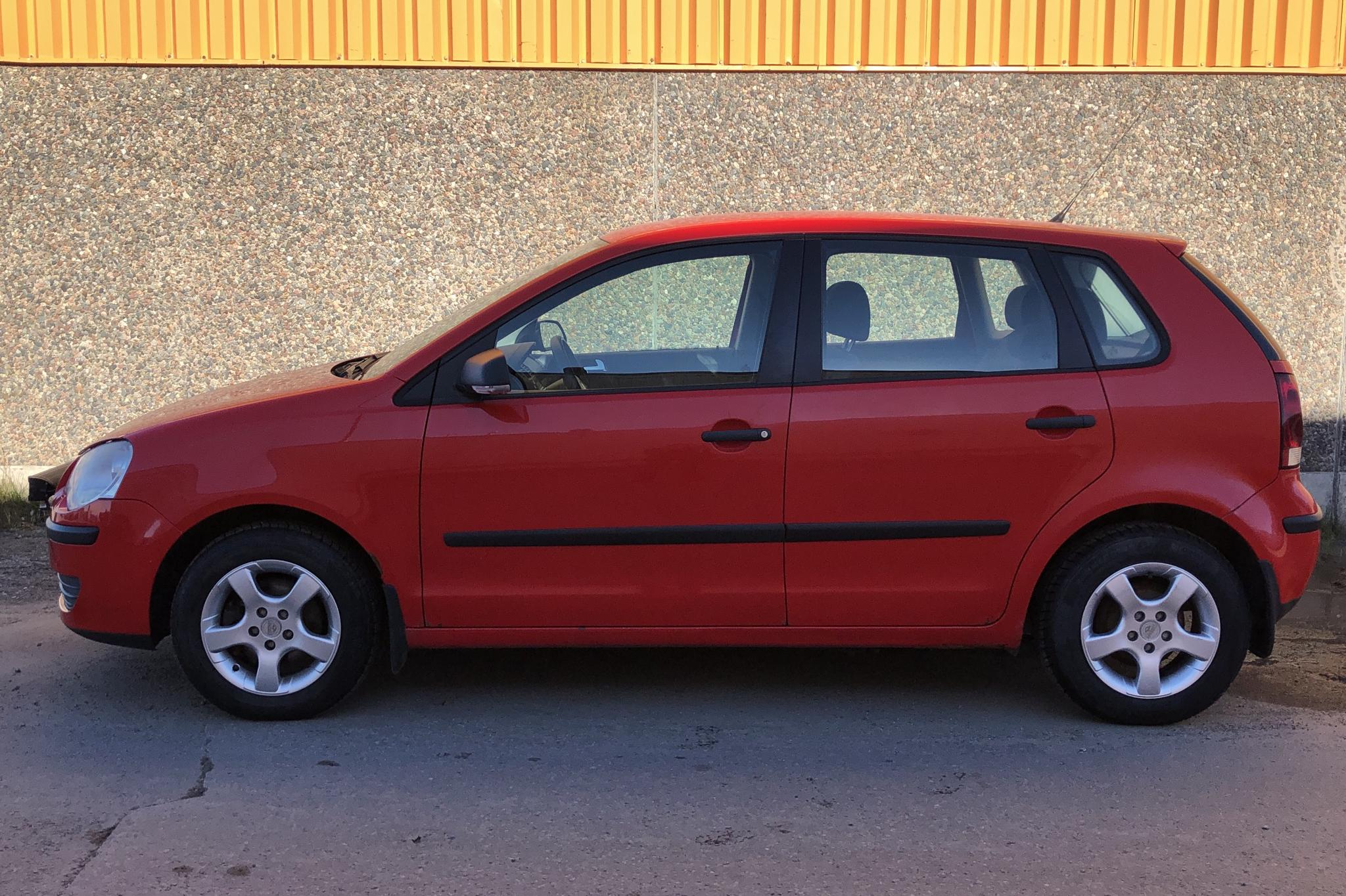 VW POLO 1,4/75 - 8 650 mil - Manuell - röd - 2006