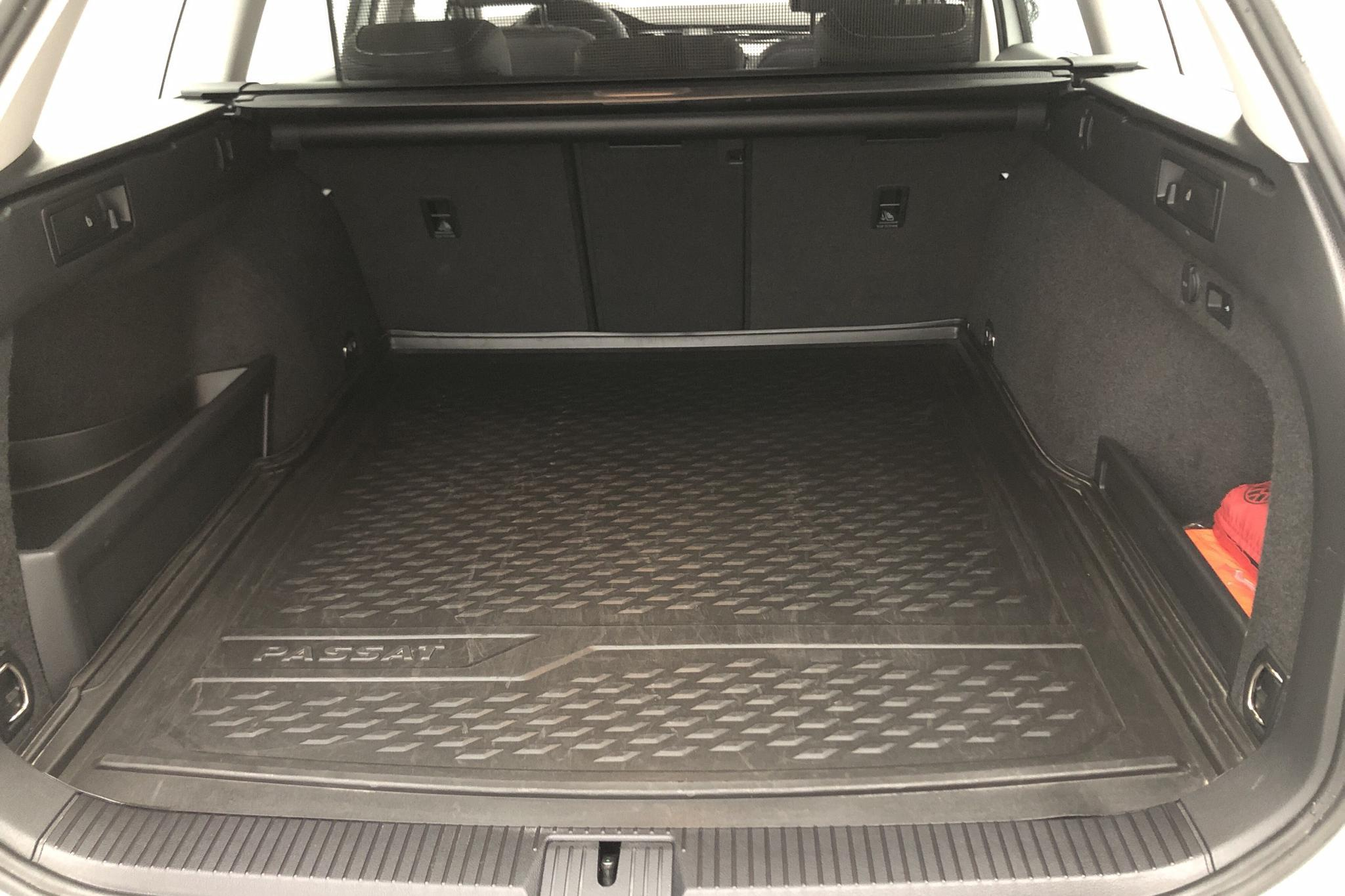 VW Passat 1.4 Plug-in-Hybrid Sportscombi (218hk) - 17 090 km - Automatic - white - 2021