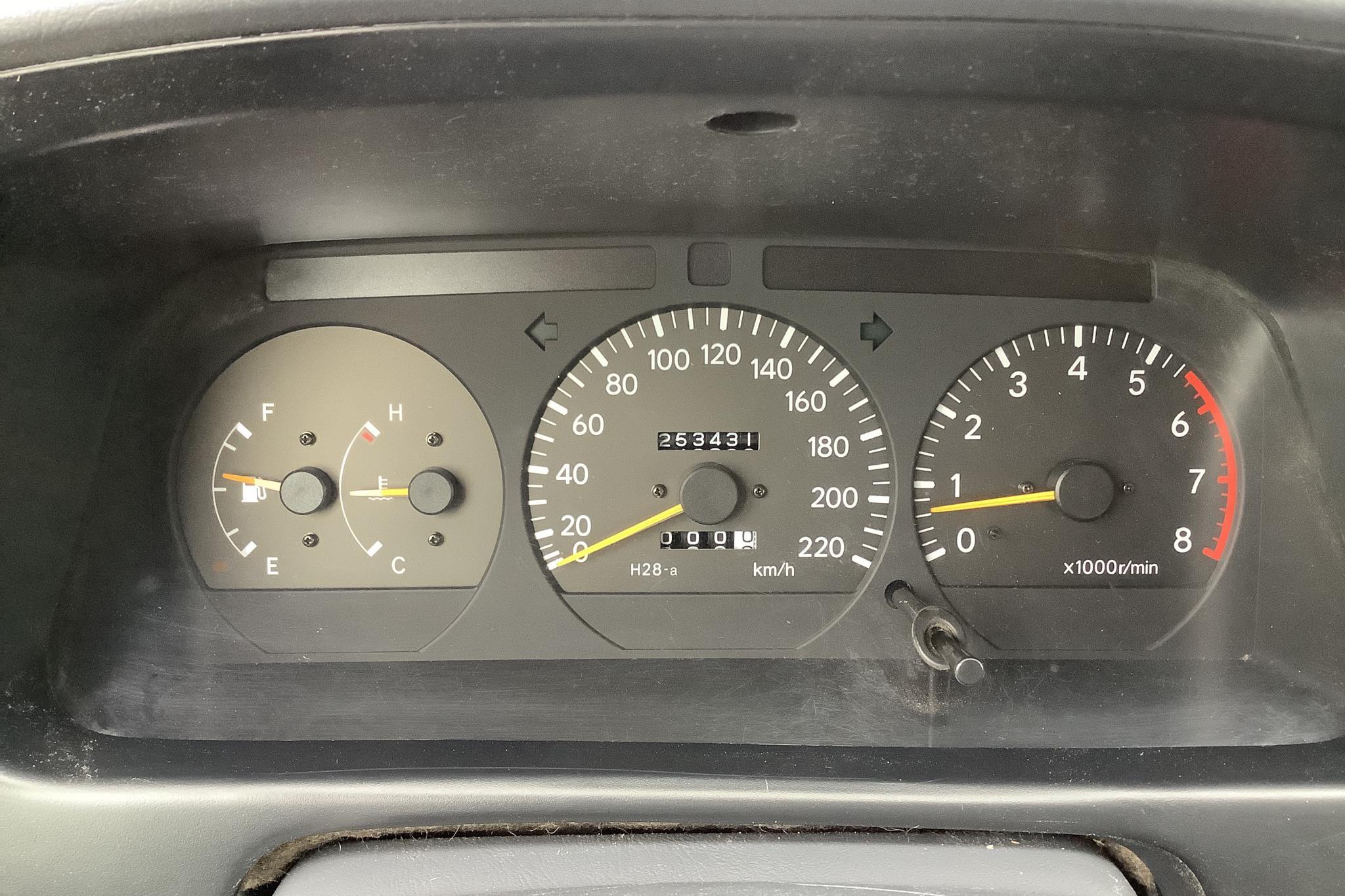 Toyota Hiace 2.7 (143hk) - 253 440 km - Manual - white - 1999