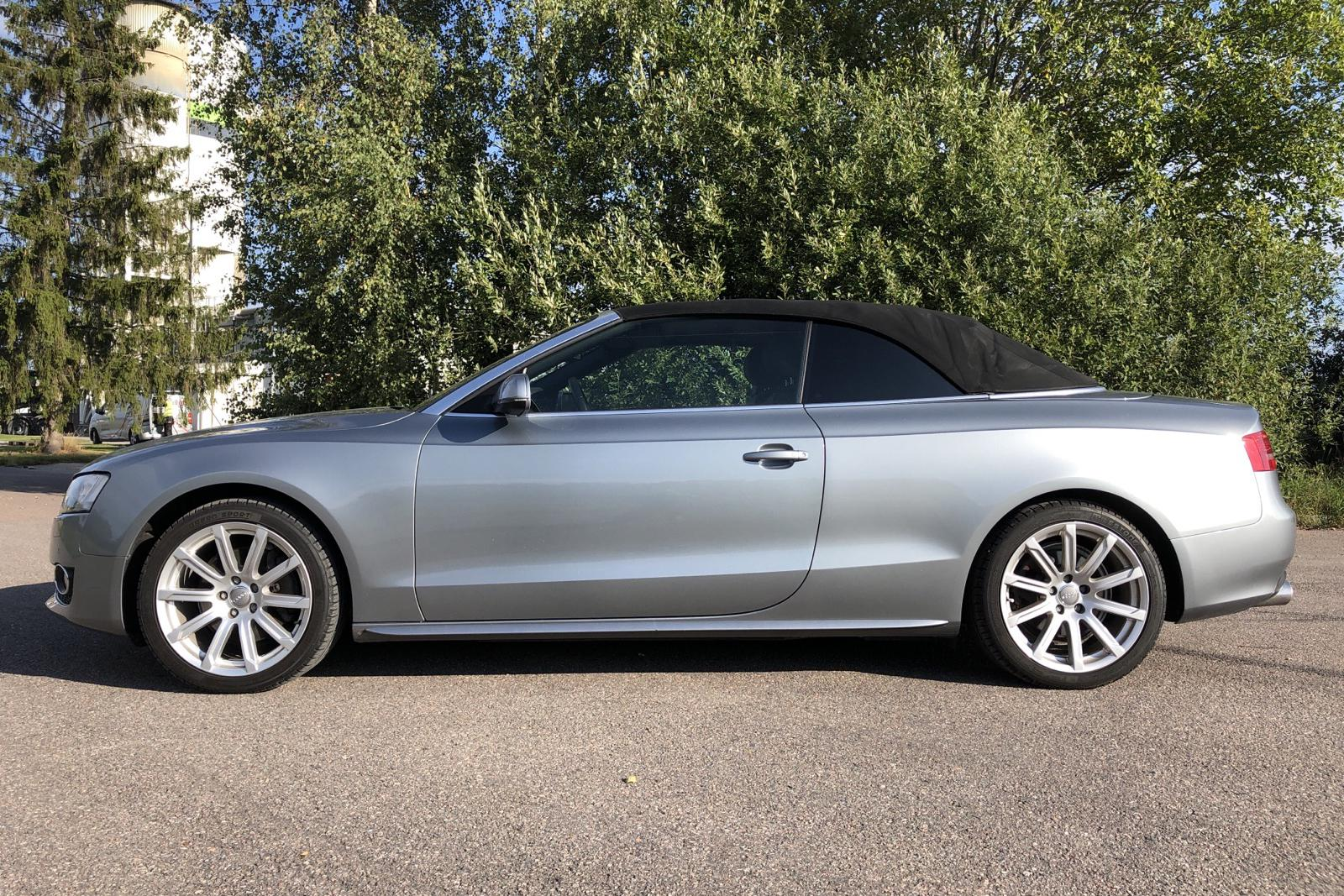 Audi A5 3.2 FSI Cabriolet (265hk) - 7 222 mil - Automat - grå - 2010