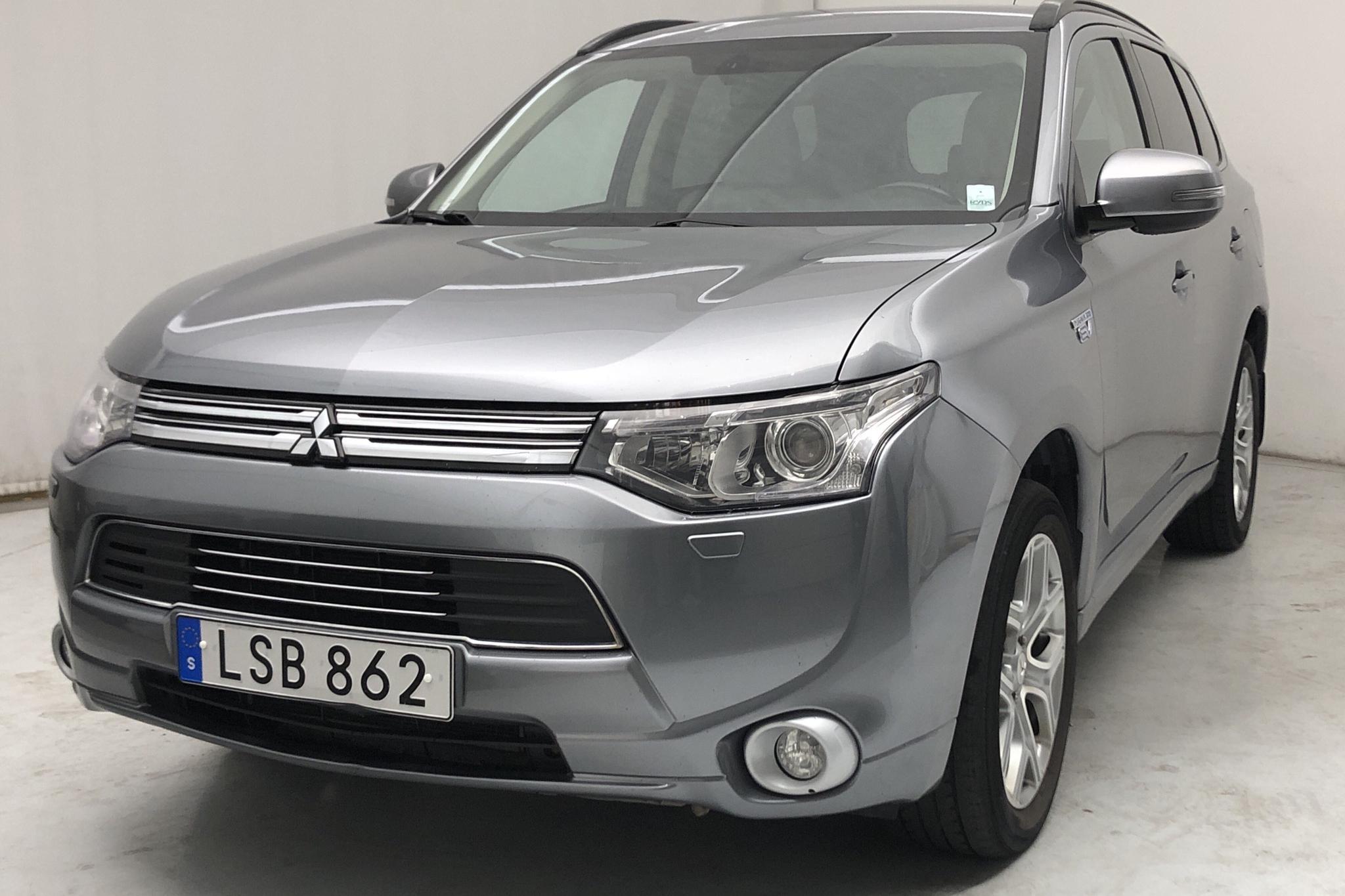 Mitsubishi Outlander 2.0 Plug-in Hybrid 4WD (121hk) - 16 646 mil - Automat - 2014