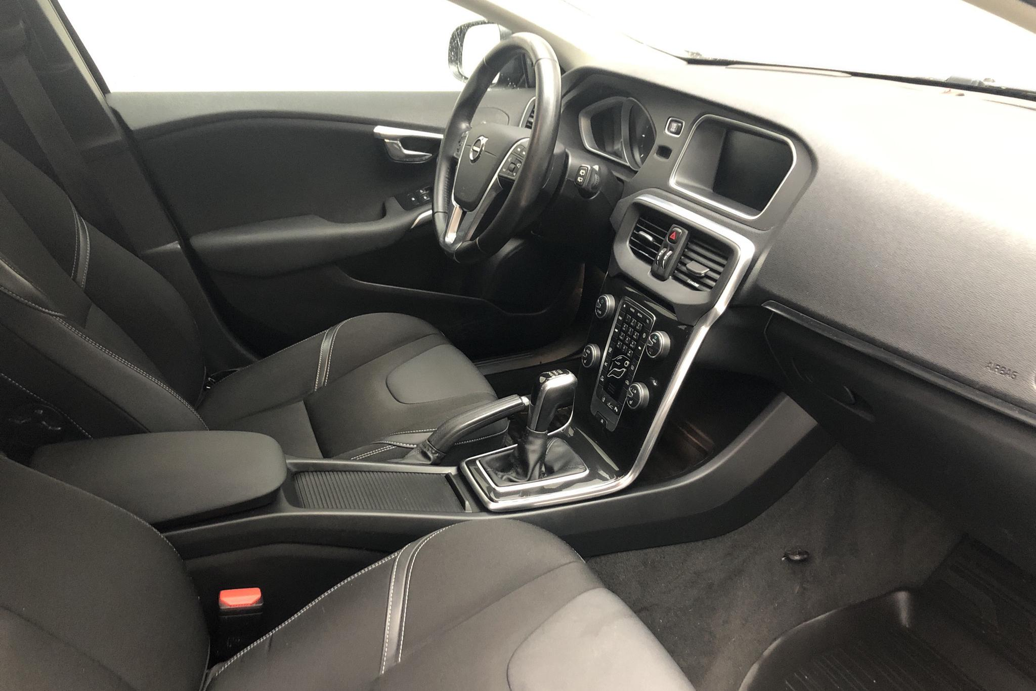 Volvo V40 D3 (150hk) - 10 861 mil - Manuell - svart - 2017