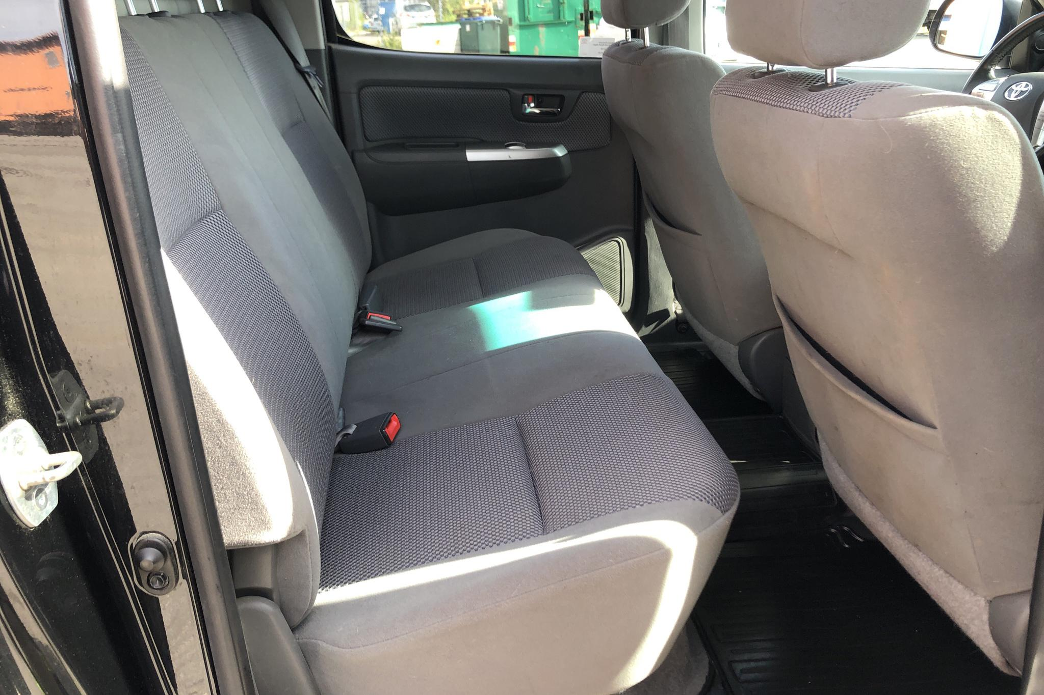 Toyota Hilux 3.0 D-4D 4WD (171hk) - 150 140 km - Automatic - black - 2013