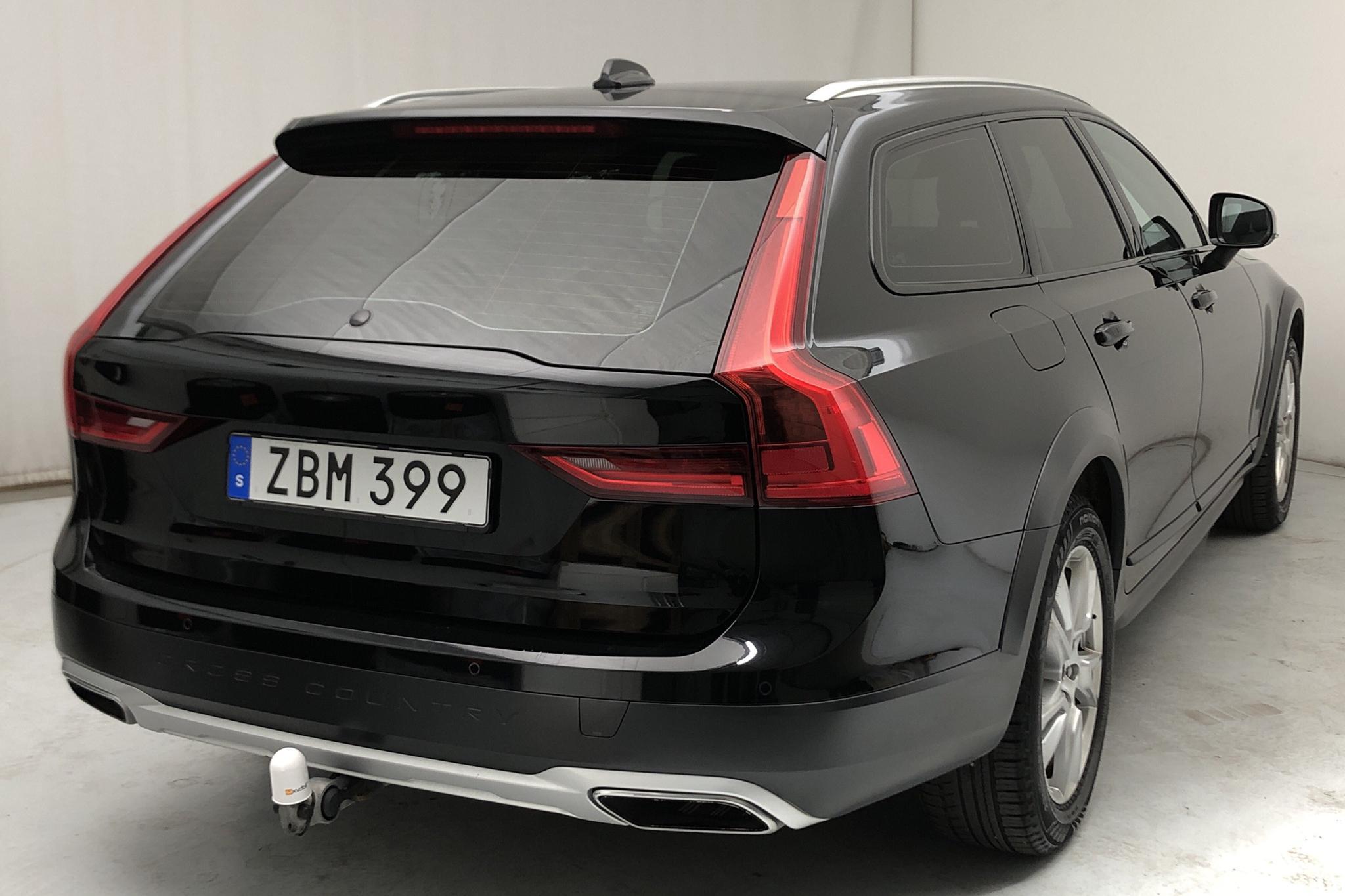 Volvo V90 D4 Cross Country AWD (190hk) - 168 610 km - Manual - black - 2018