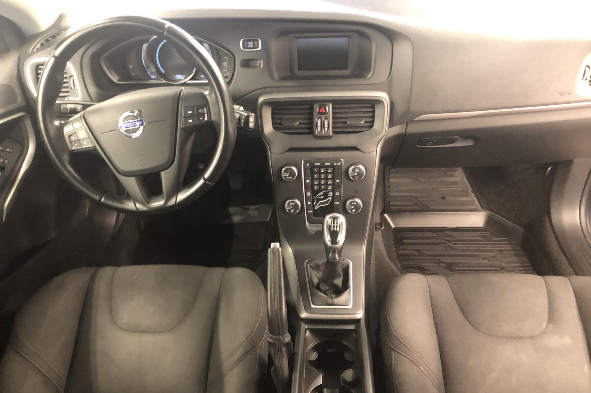 Volvo V40 D2 (115hk) - 12 476 mil - Manuell - grå - 2013