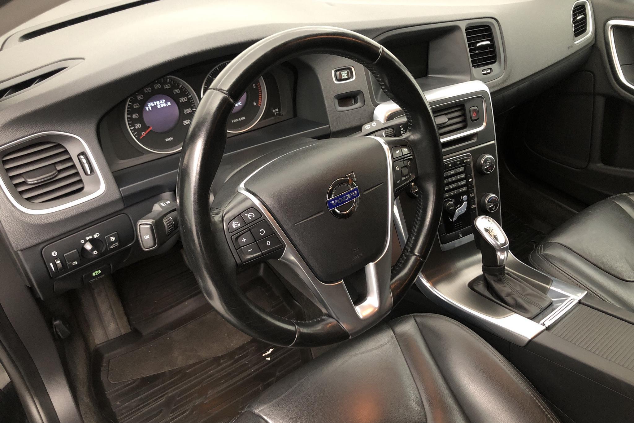 Volvo V60 D4 (163hk) - 25 786 mil - Automat - svart - 2013