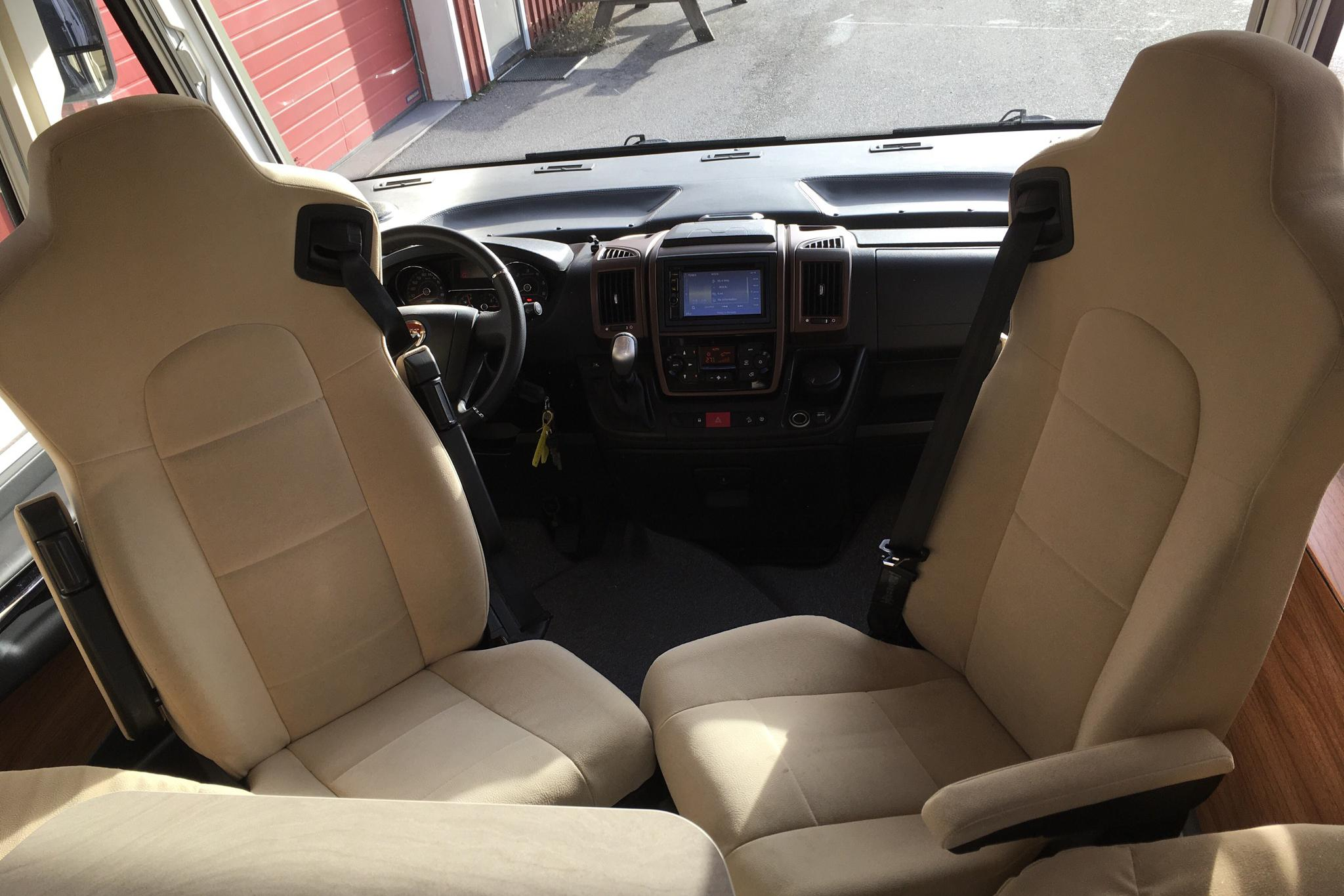 FIAT FRANKIA Luxury 790 Husbil - 1 864 mil - Automat - vit - 2016